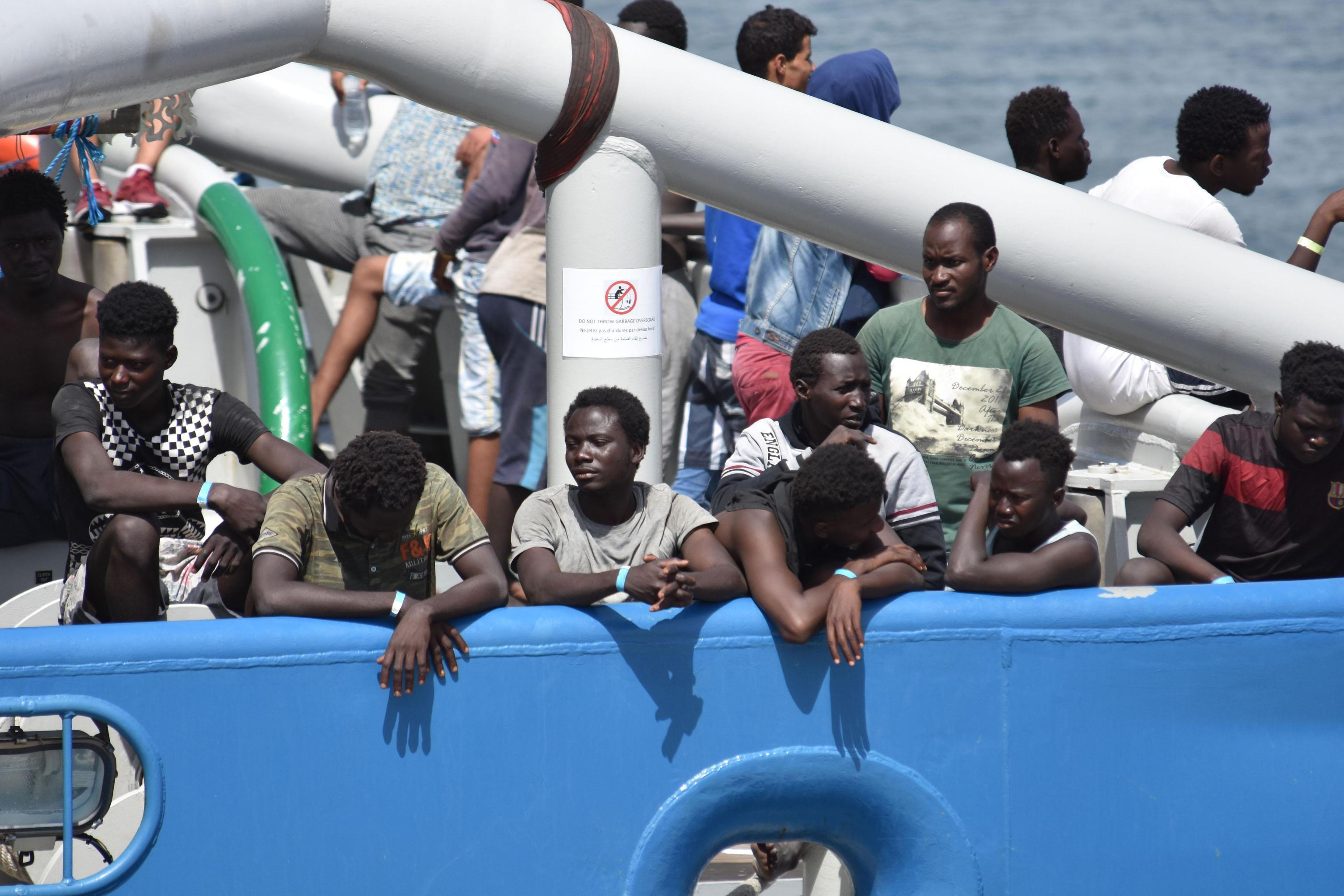 """Migranti, l'ammiraglio Picchio: """"C'è un disegno contro l'Italia"""""""