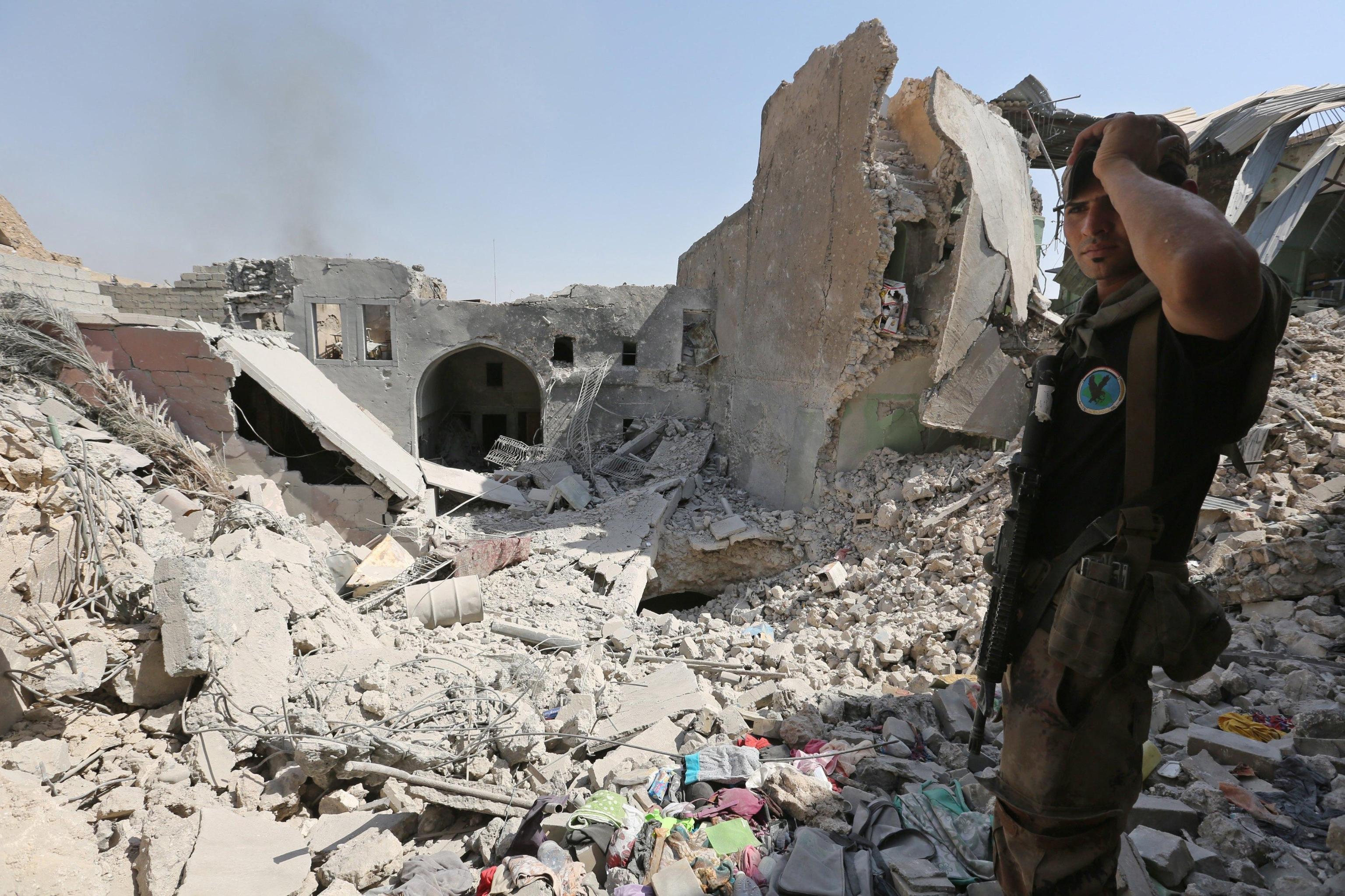 Guerra all'Isis, jihadisti travestiti da donna per fuggire da Mosul