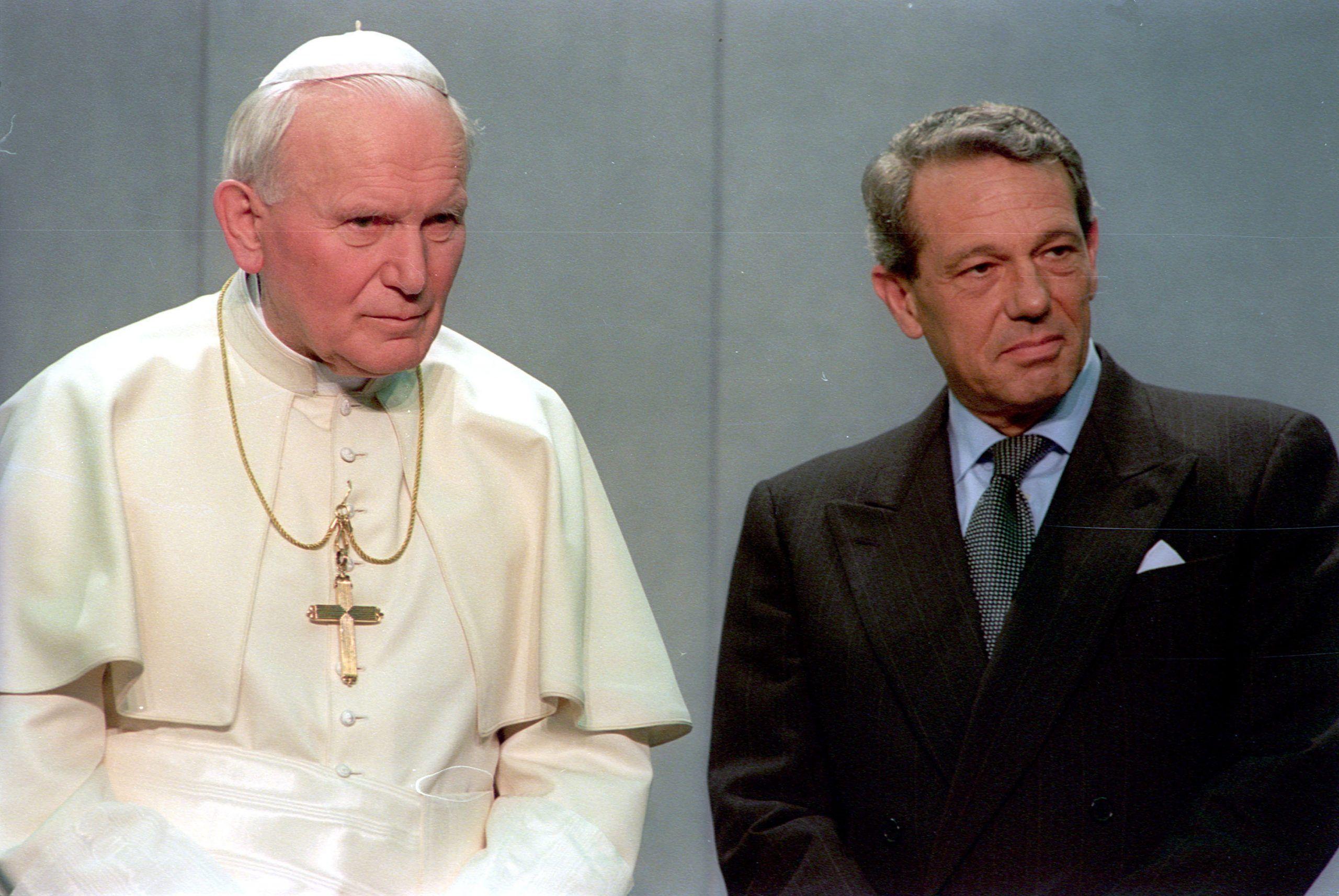 Morto Joaquìn Navarro Valls, addio allo storico portavoce di Papa Wojtyla