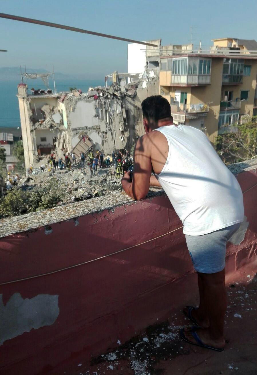 A building collapses in Torre Annunziata, near Naples
