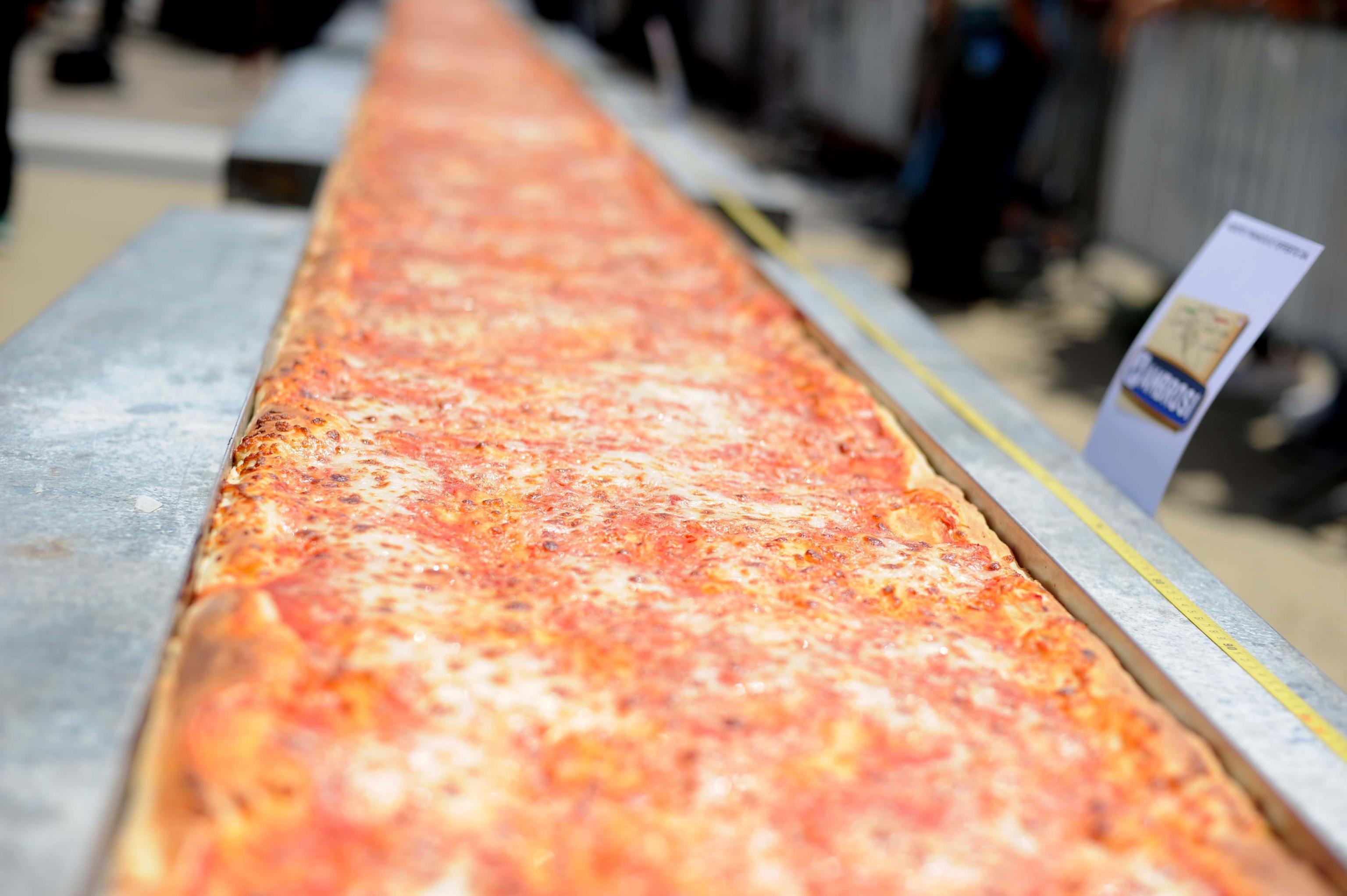 Evade dai domiciliari per mangiare la pizza: 'Mia mamma cucina male'