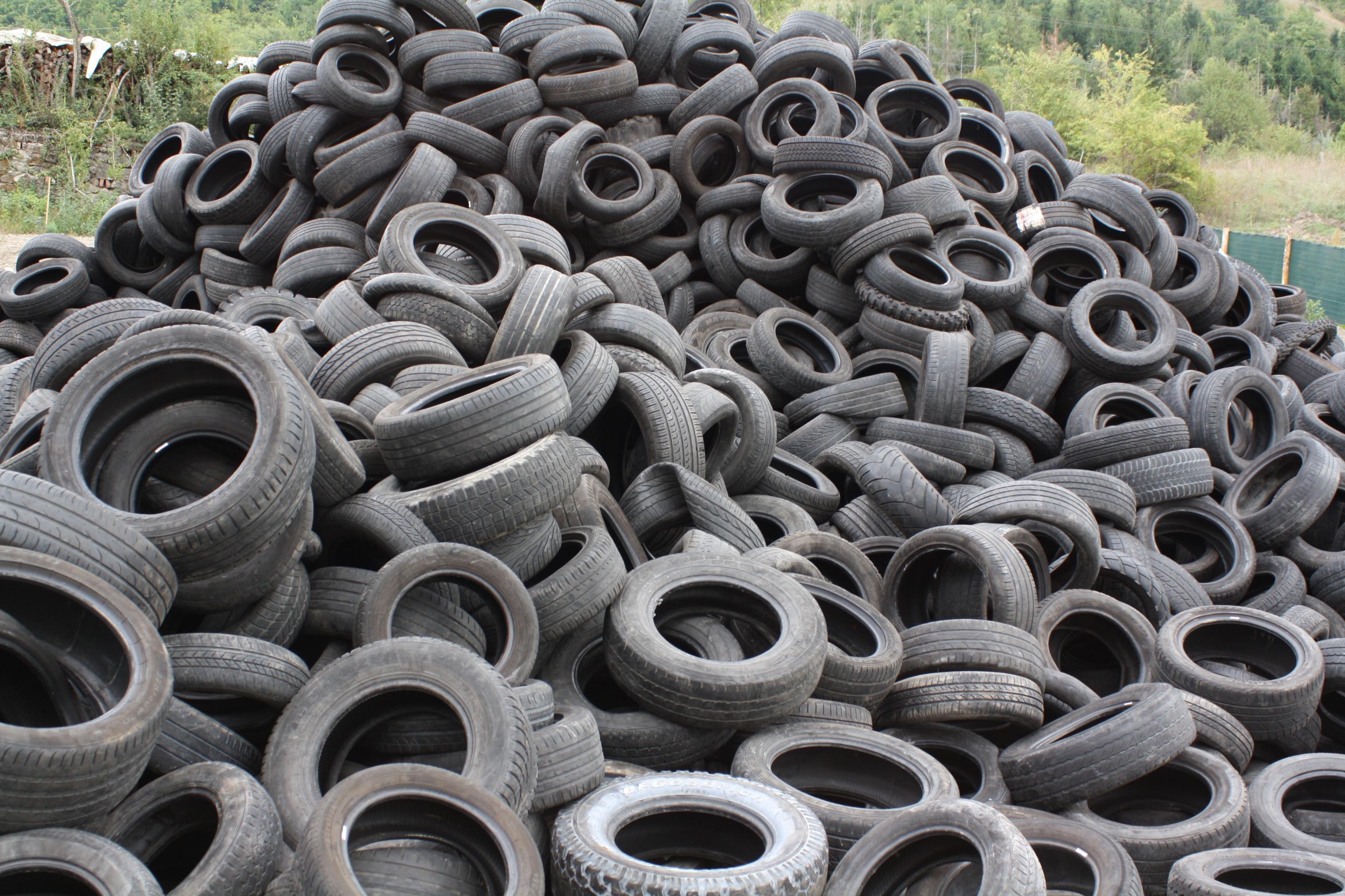 Gomma riciclata: aumenta il recupero di pneumatici e diminuiscono i rifiuti in discarica