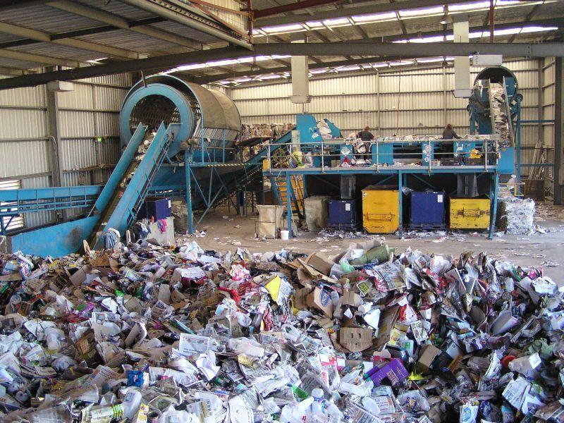 smaltimento rifiuti foto repertorio