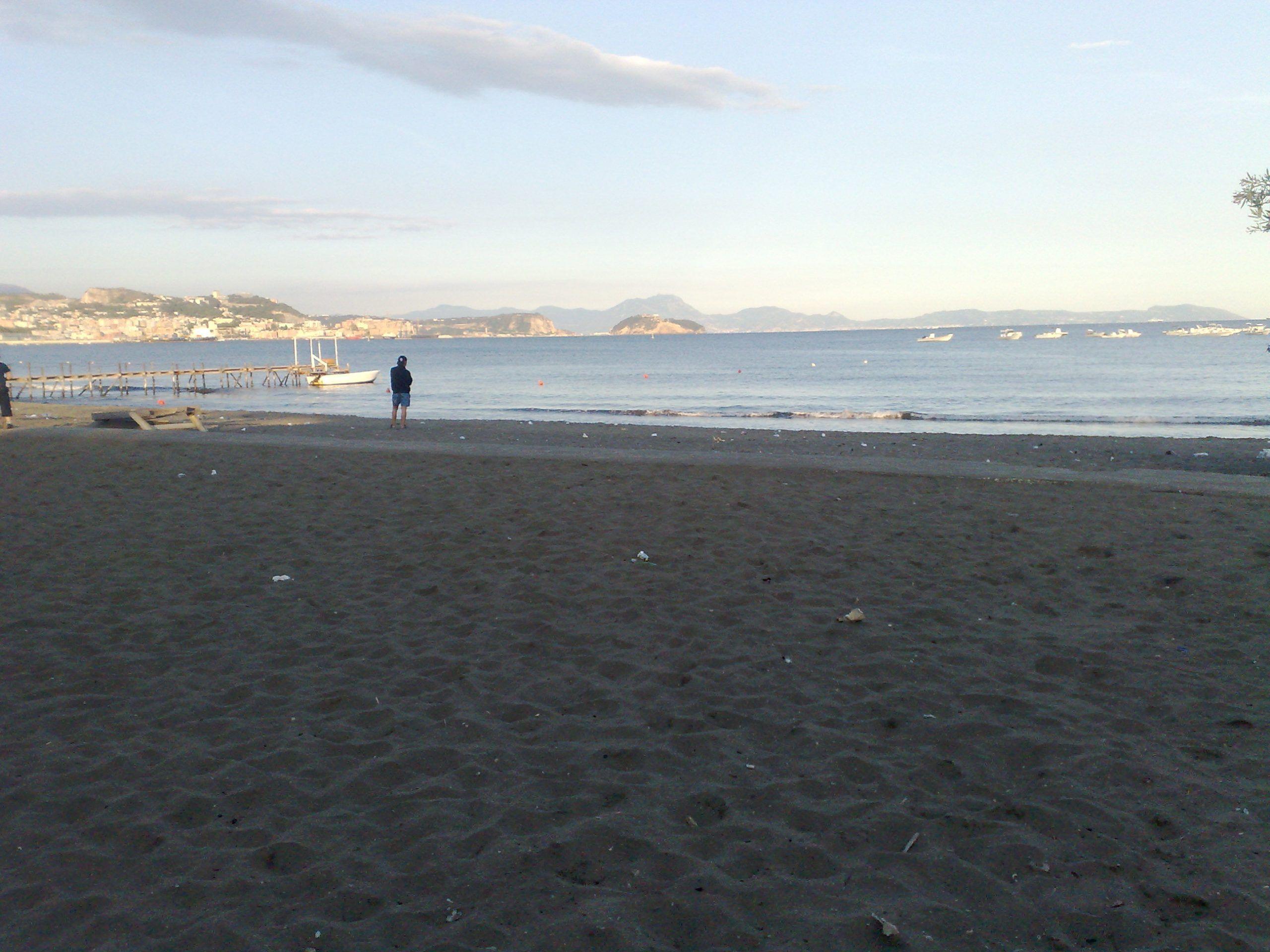 spiaggia pozzuoli