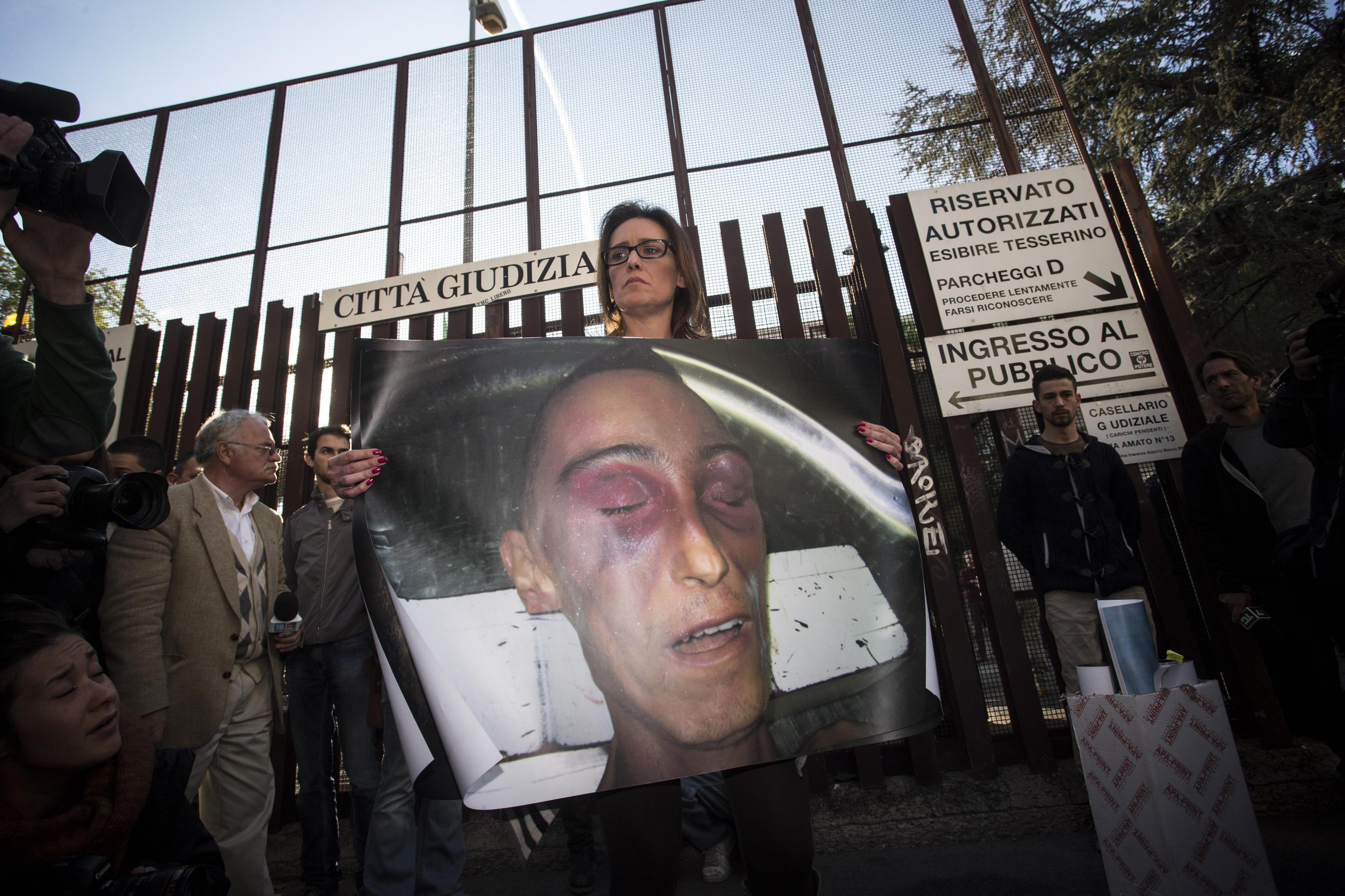 Stefano Cucchi, inchiesta bis per la morte del giovane: cinque Carabinieri rinviati a processo