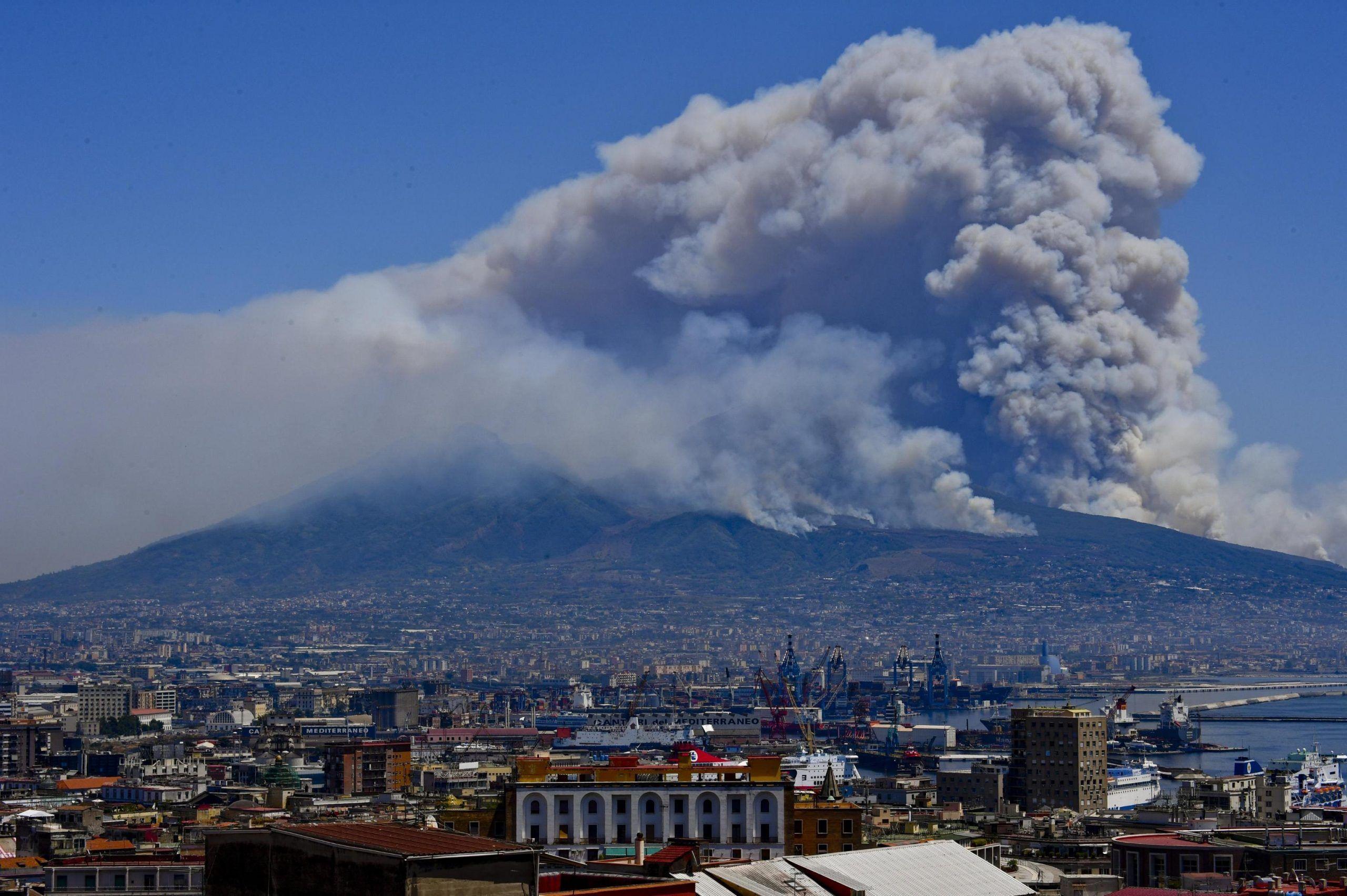 Incendi:Vesuvio; a Trecase via residenti in area interessata
