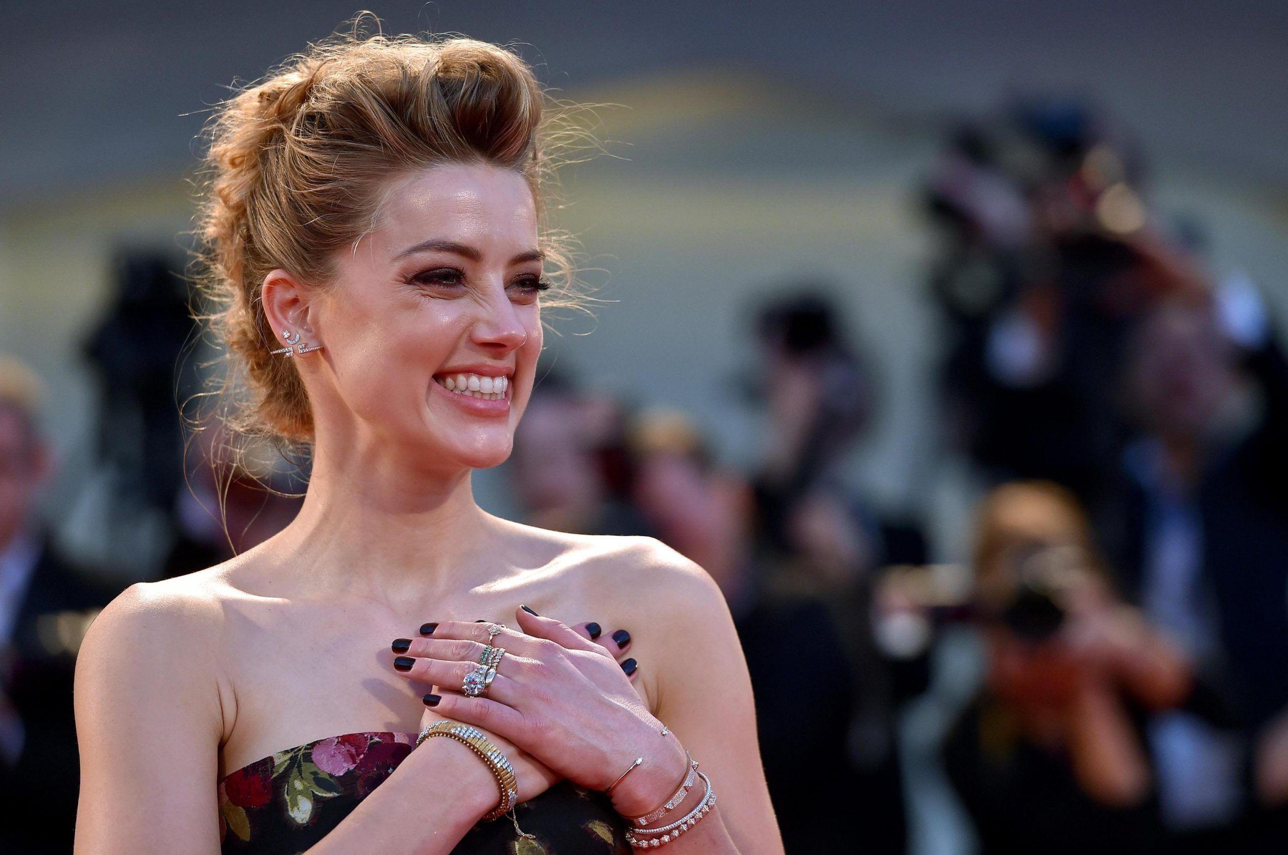 Amber Heard ed Elon Musk si sono (già) lasciati, l'annuncio su Instagram