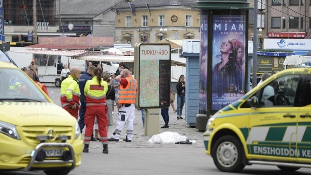 Finlandia: uomo accoltella passanti, fermato a colpi di pistola dalla polizia