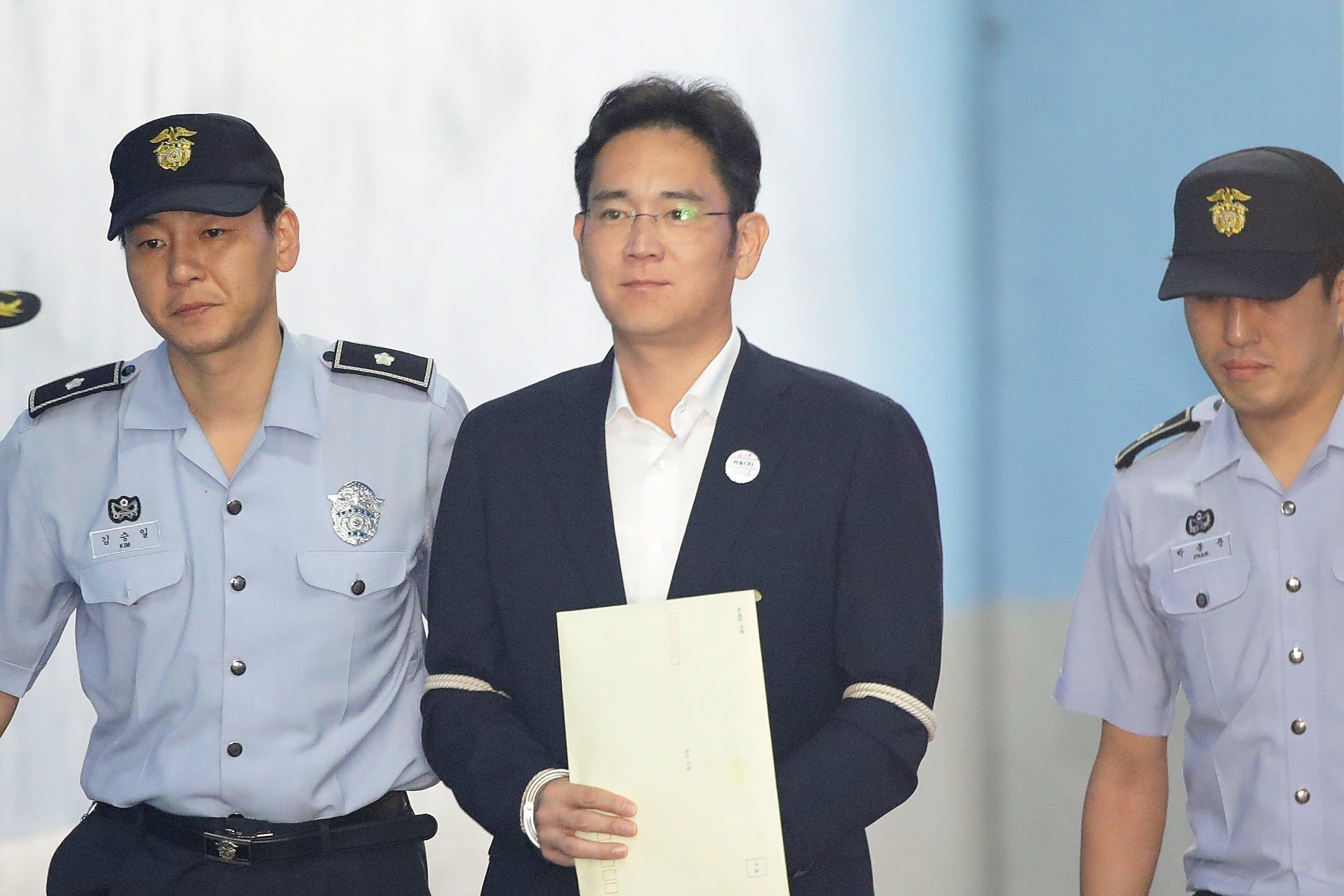 Samsung: il vicepresidente Lee Jae-yong condannato a 5 anni per corruzione e appropriazione indebita