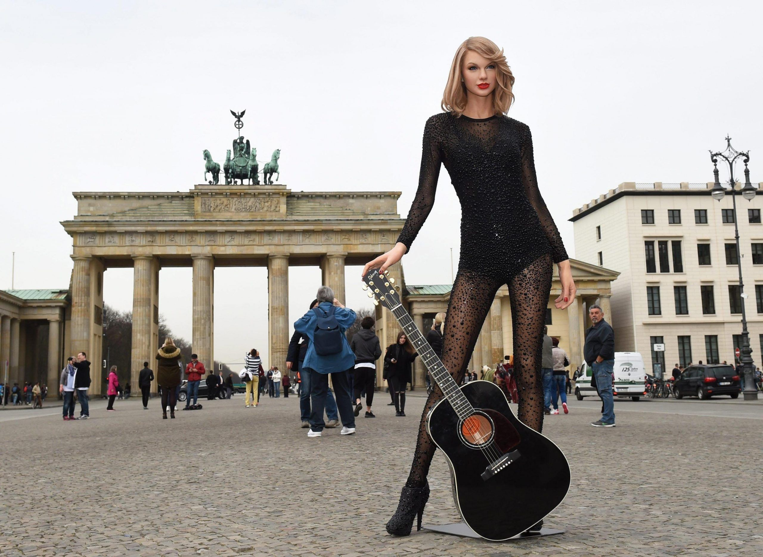 Taylor Swift wax figure in front of Brandenburger Tor in Berlin