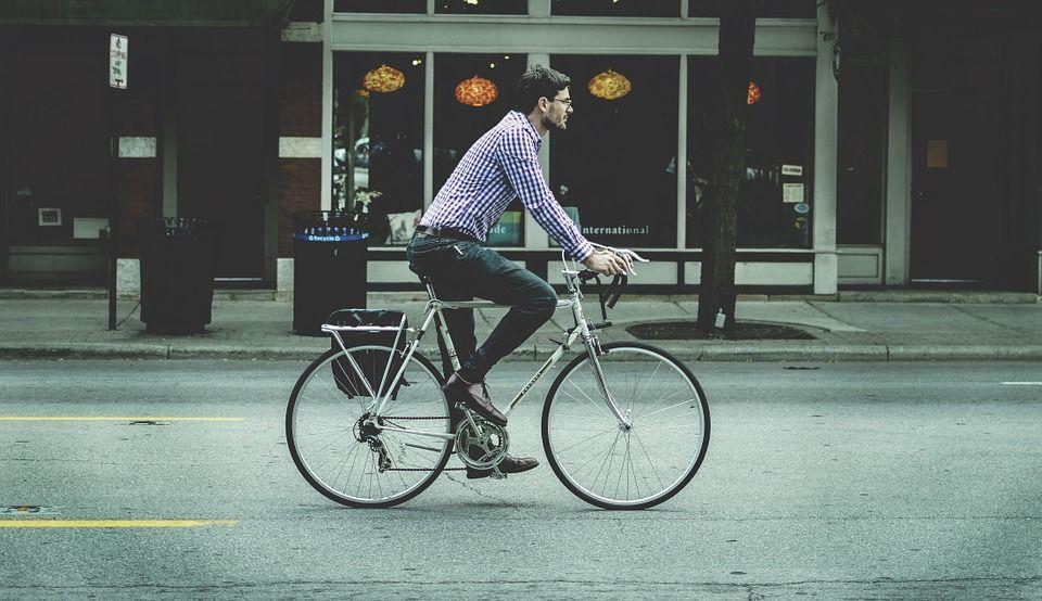 Andare al lavoro in bici: consigli per diventare un ciclista in una settimana