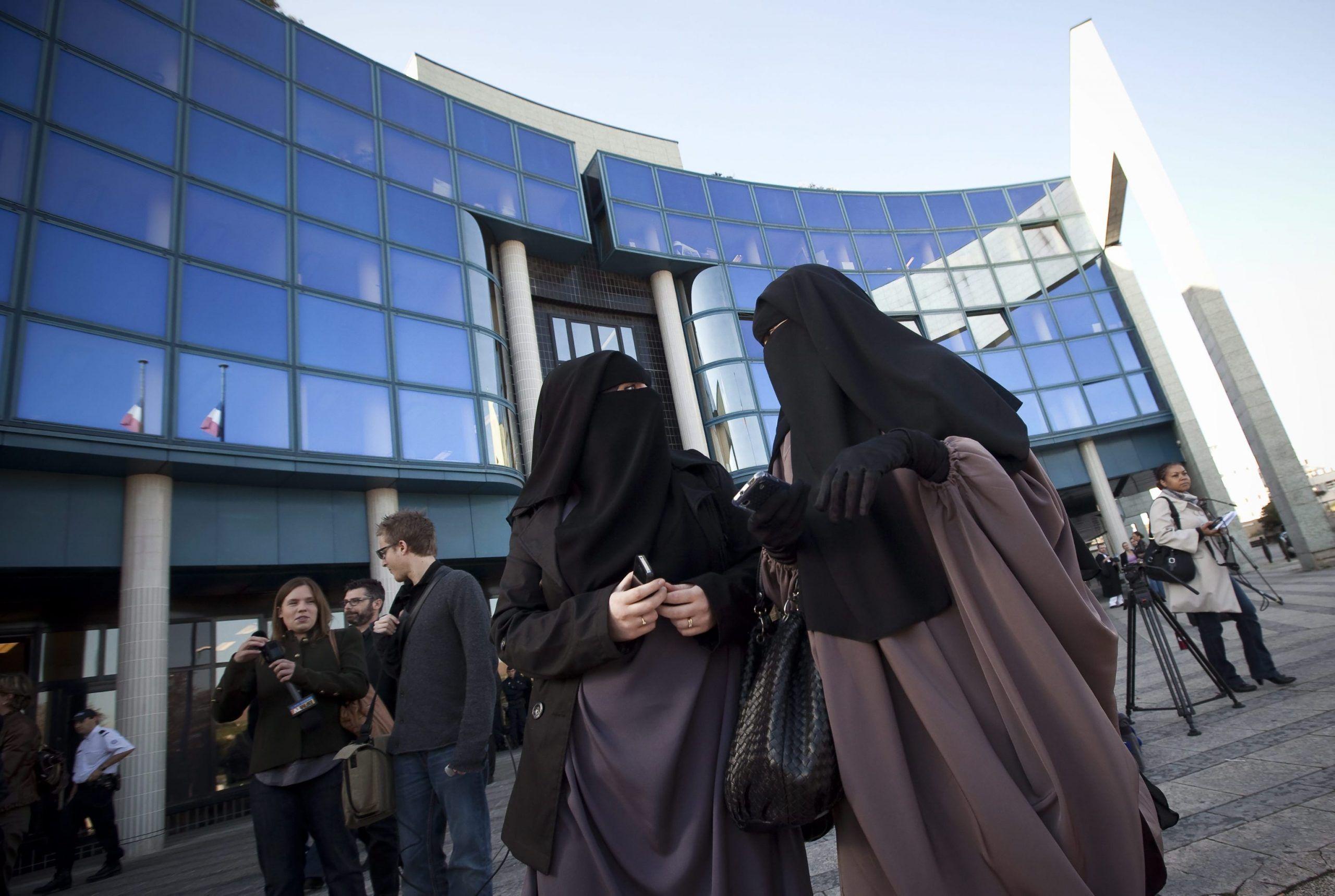 Bimba cristiana affidata a famiglia musulmana torna a casa dalla nonna
