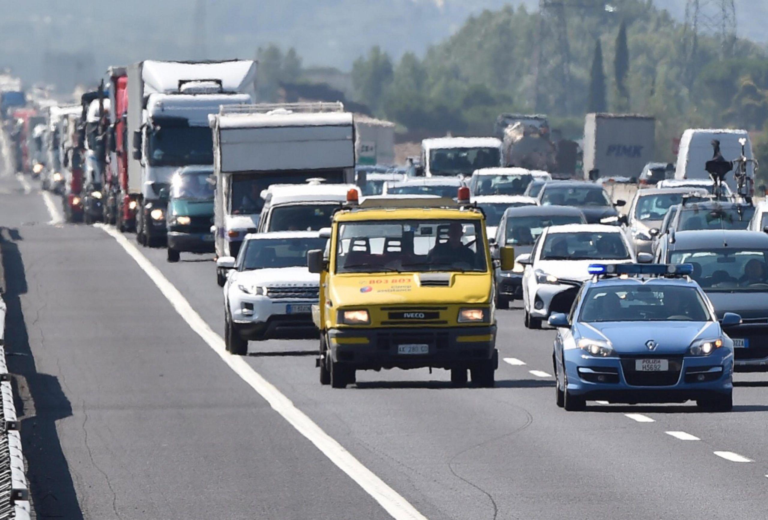Esodo di Ferragosto in auto, dove la benzina costa meno: le Regioni in cui si risparmia
