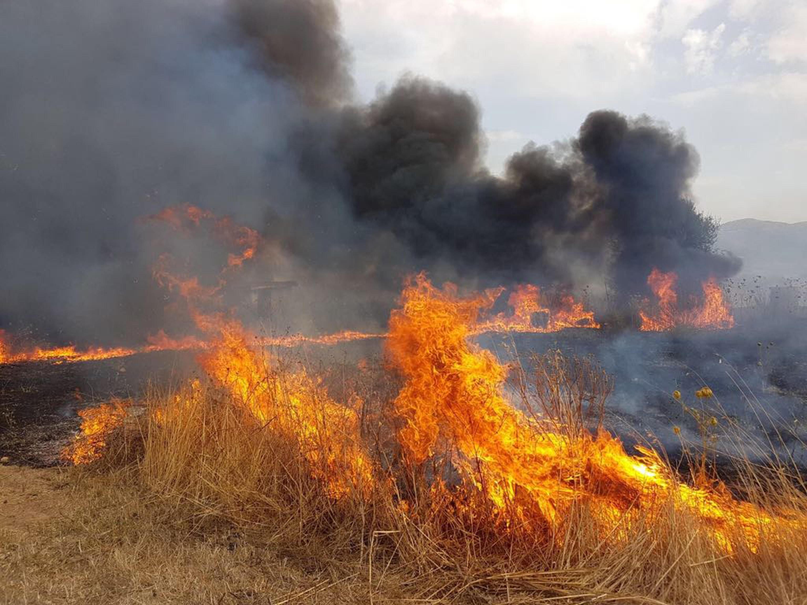 Pompieri volontari a Ragusa appiccavano incendi per essere pagati: 15 fermi