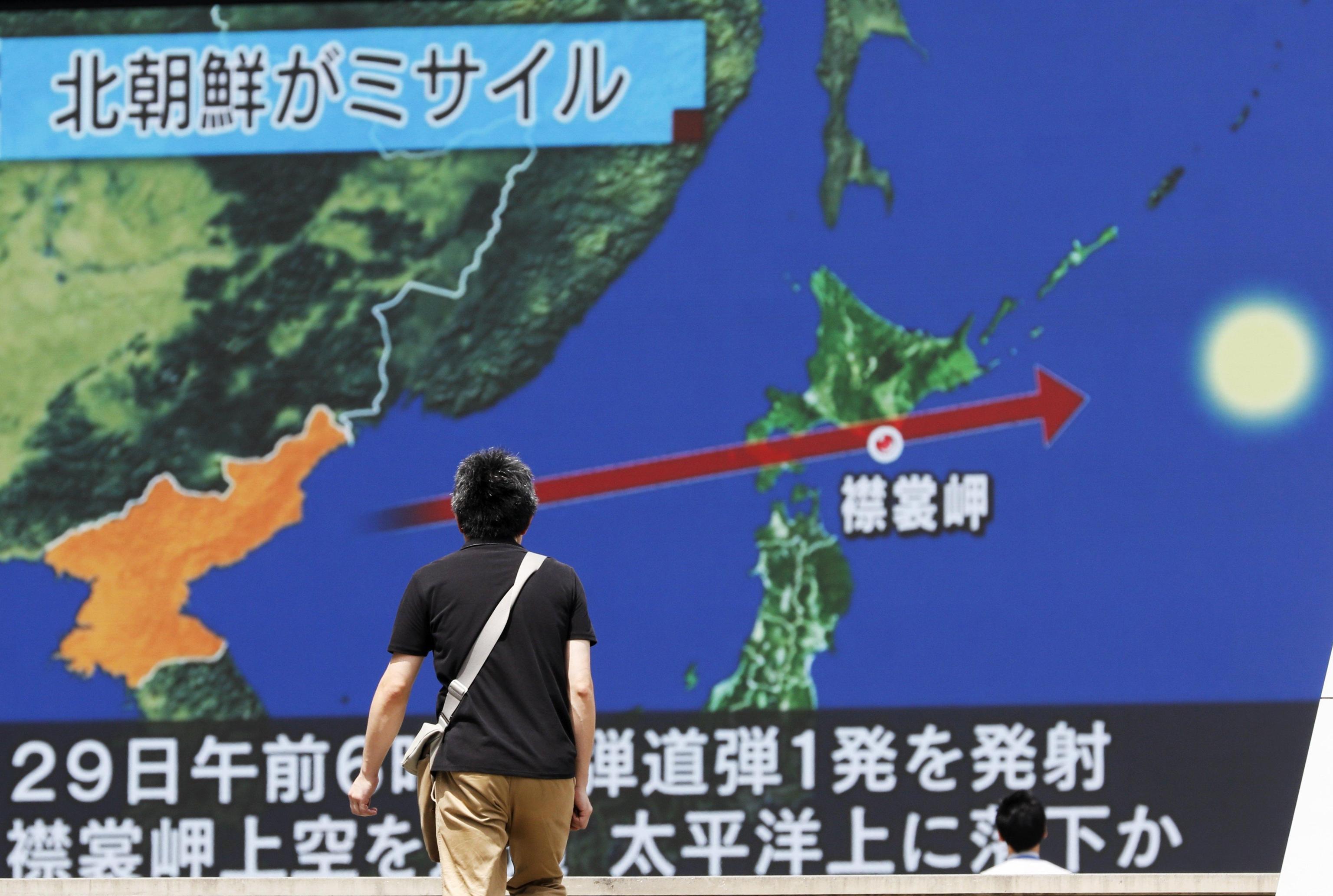 La Corea del Nord lancia un missile contro il Giappone: 'Azione senza precedenti'