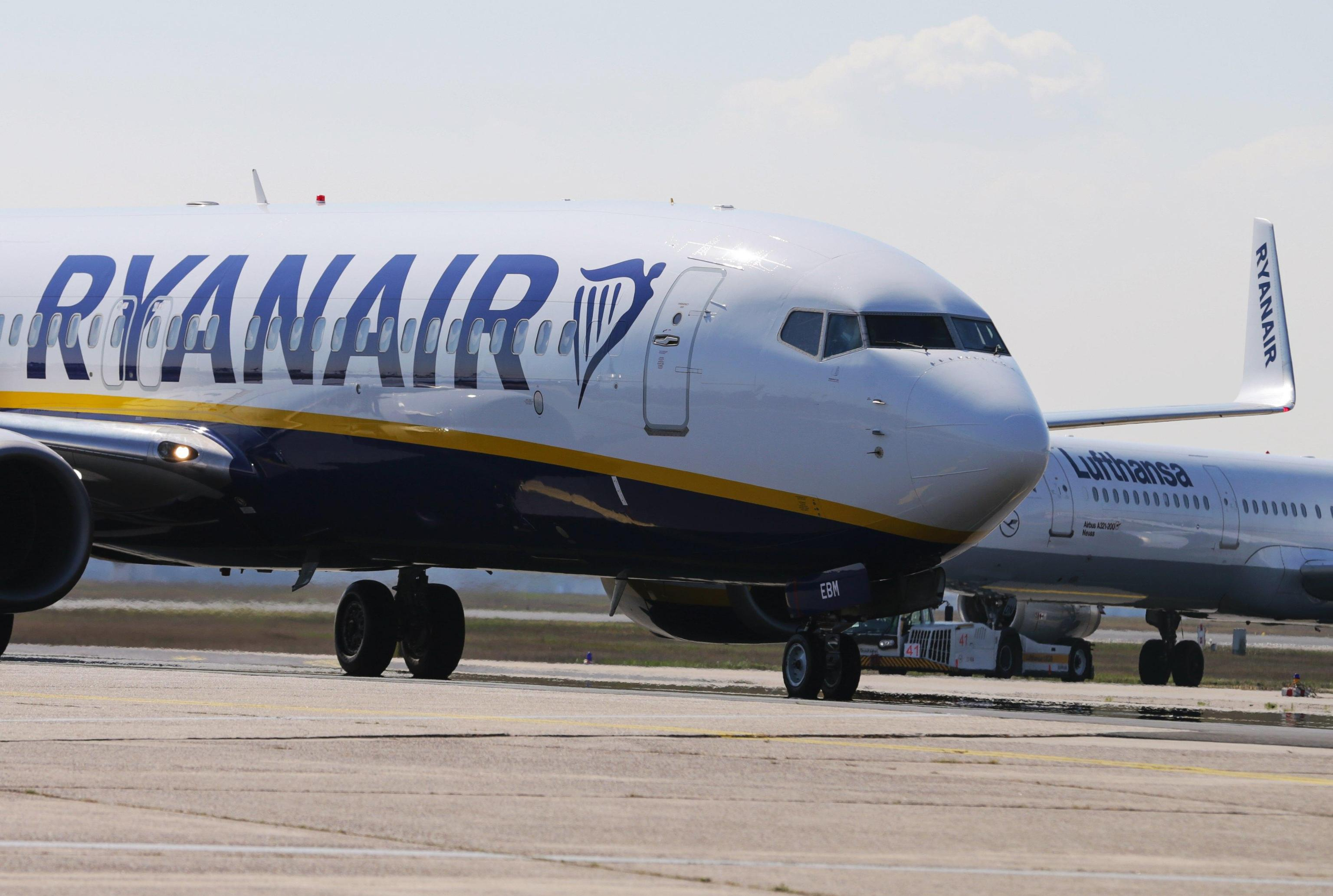 Bomba sull'aereo per Bergamo Orio al Serio da Manchester, pakistano a processo