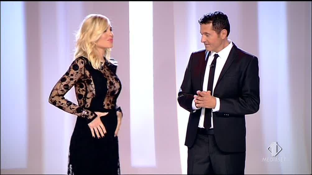 Tv: Ilary Blasi annuncia a Le Iene sua 3/a gravidanza