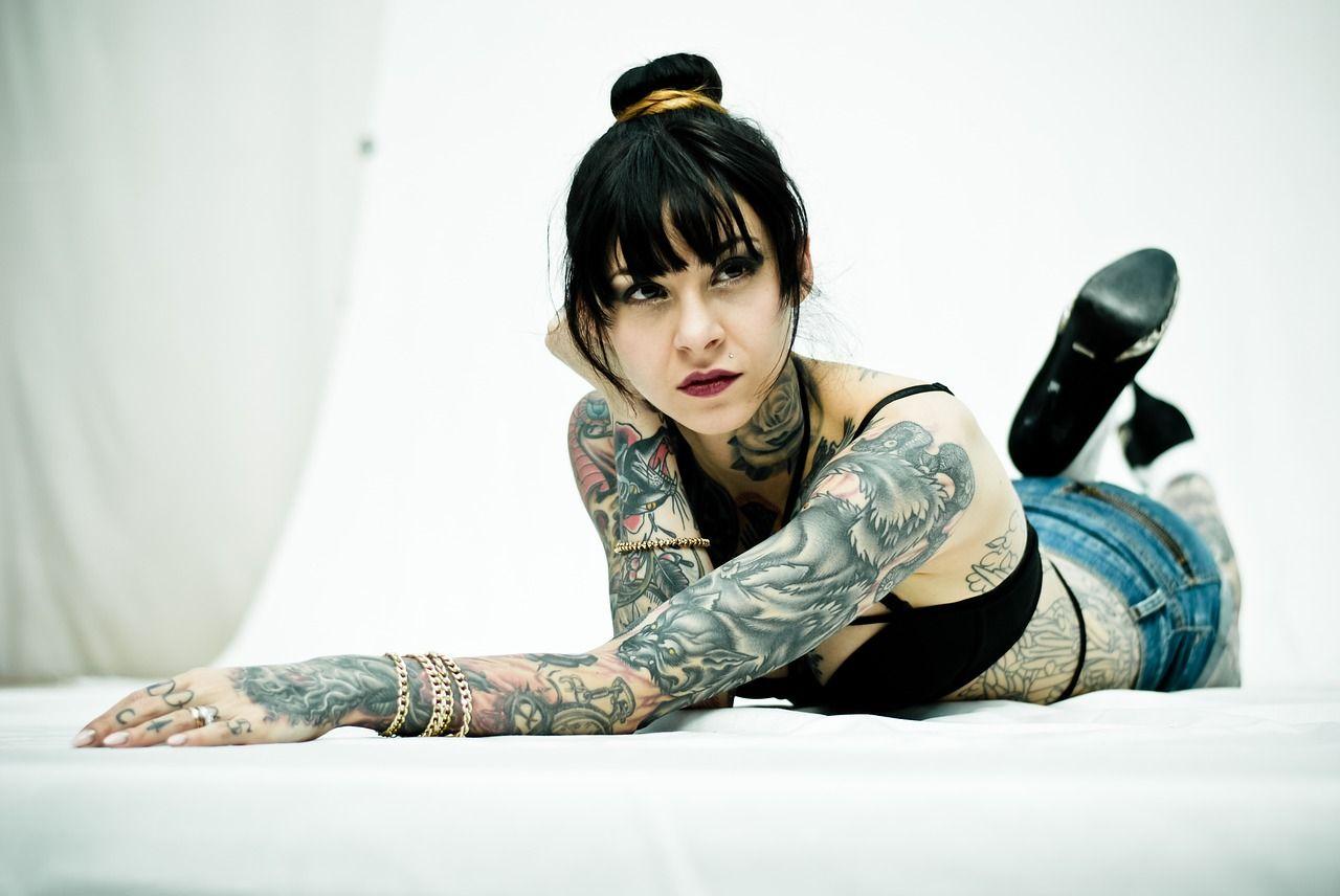 Tatuaggi, rischi per la salute: dalle allergie alle infezioni