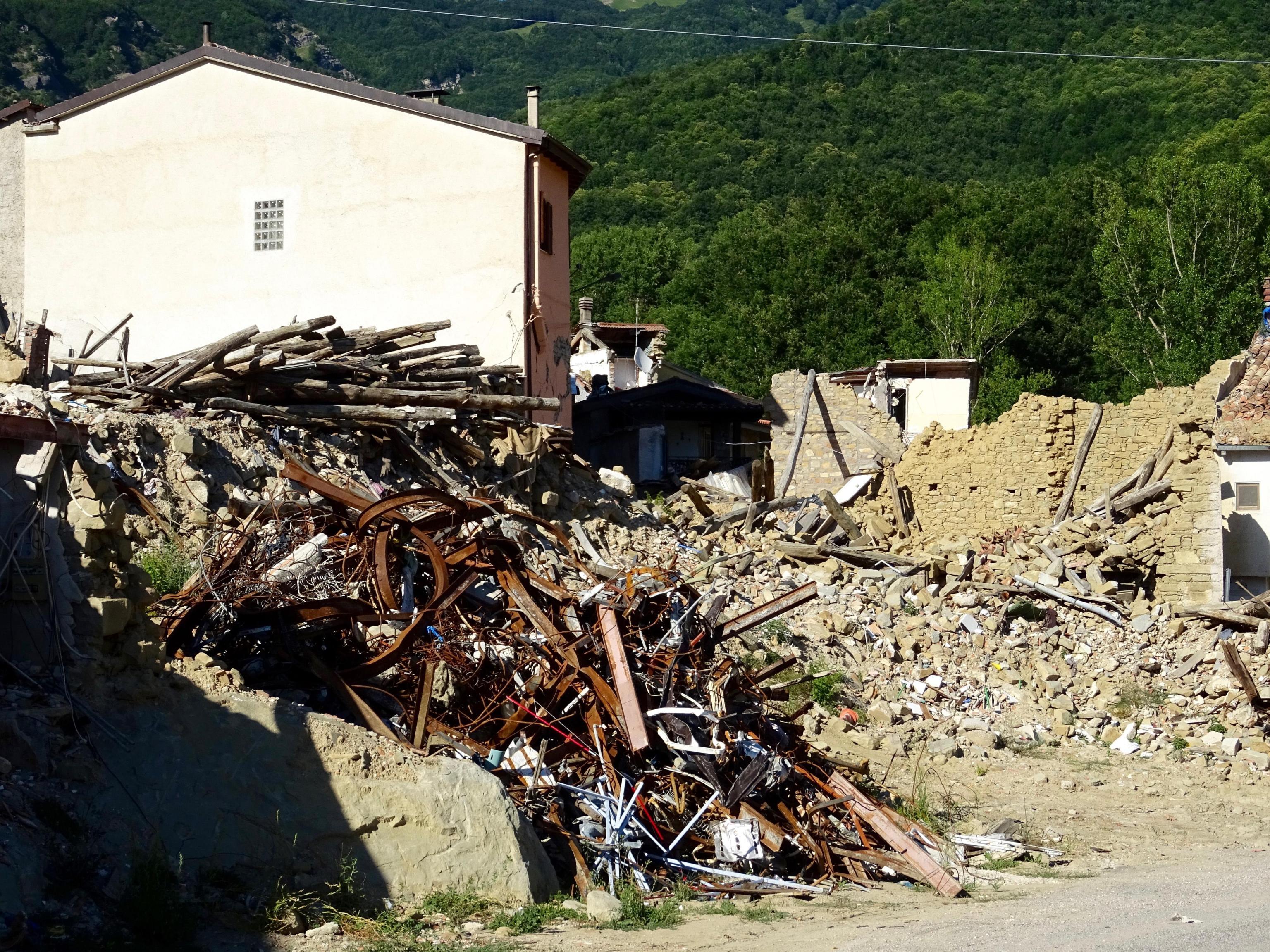 Terremoto Amatrice, 120 indagati per truffa: residenze false per incassare i contributi