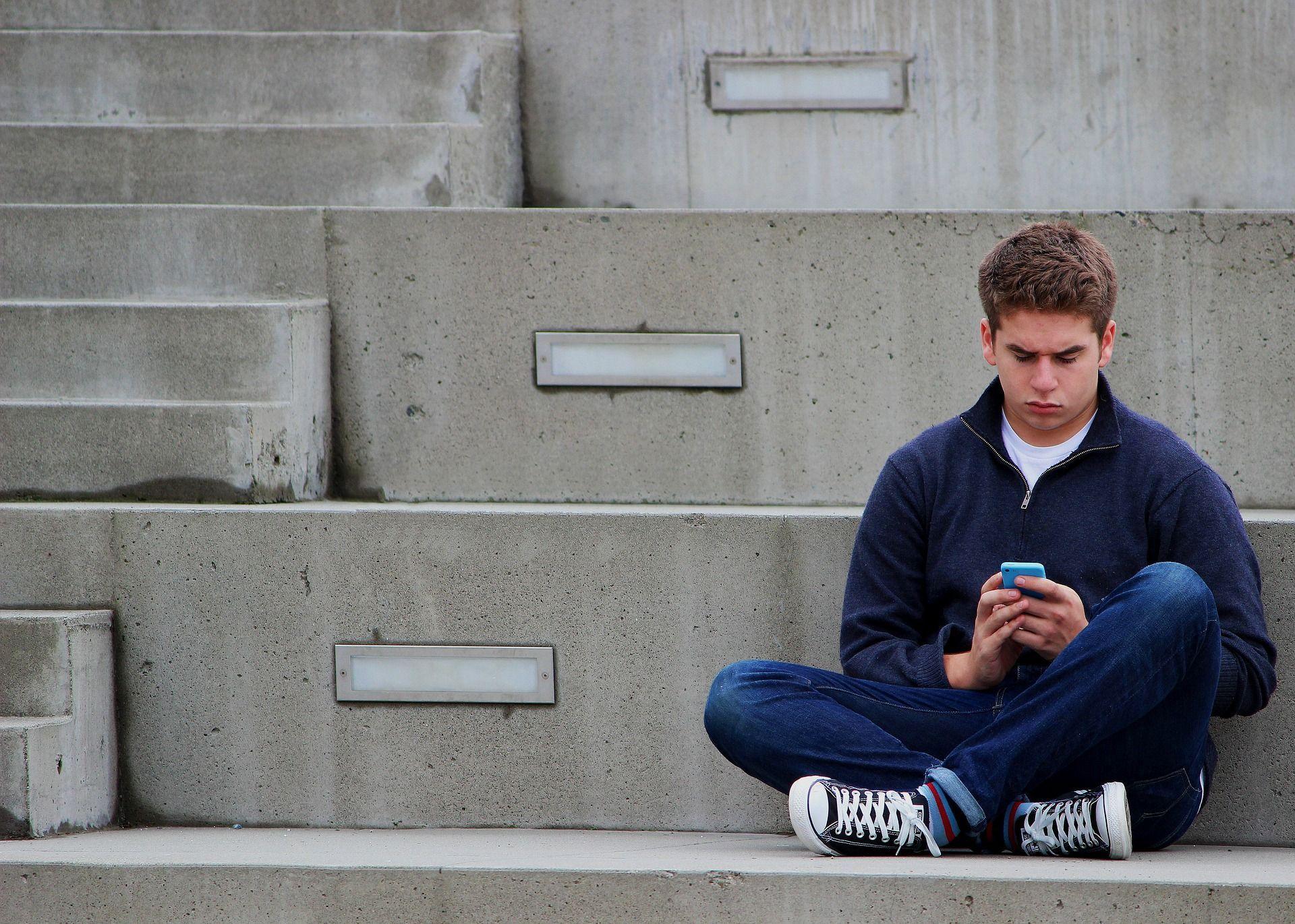Giovani d'oggi adulti sempre più tardi: 'I 18enni sono come i 15enni di 30 anni fa'