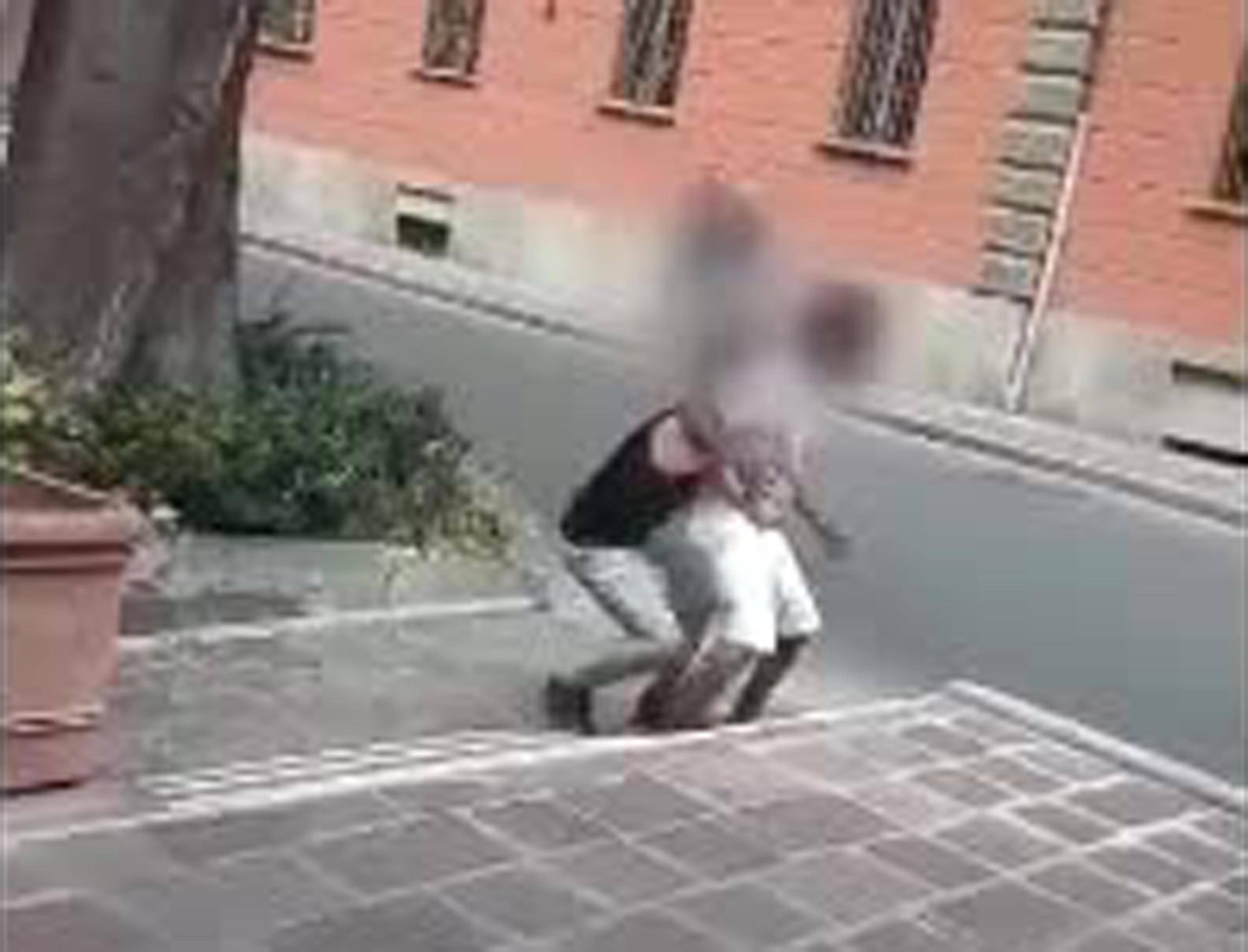 Richiedente asilo aggredito a Acqui Terme, 2 denunce dopo il video su Facebook