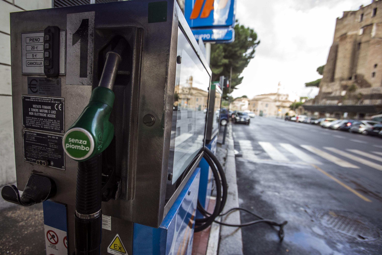 Autista del Comune di Roma faceva benzina quando era in malattia: condannato a 4 anni