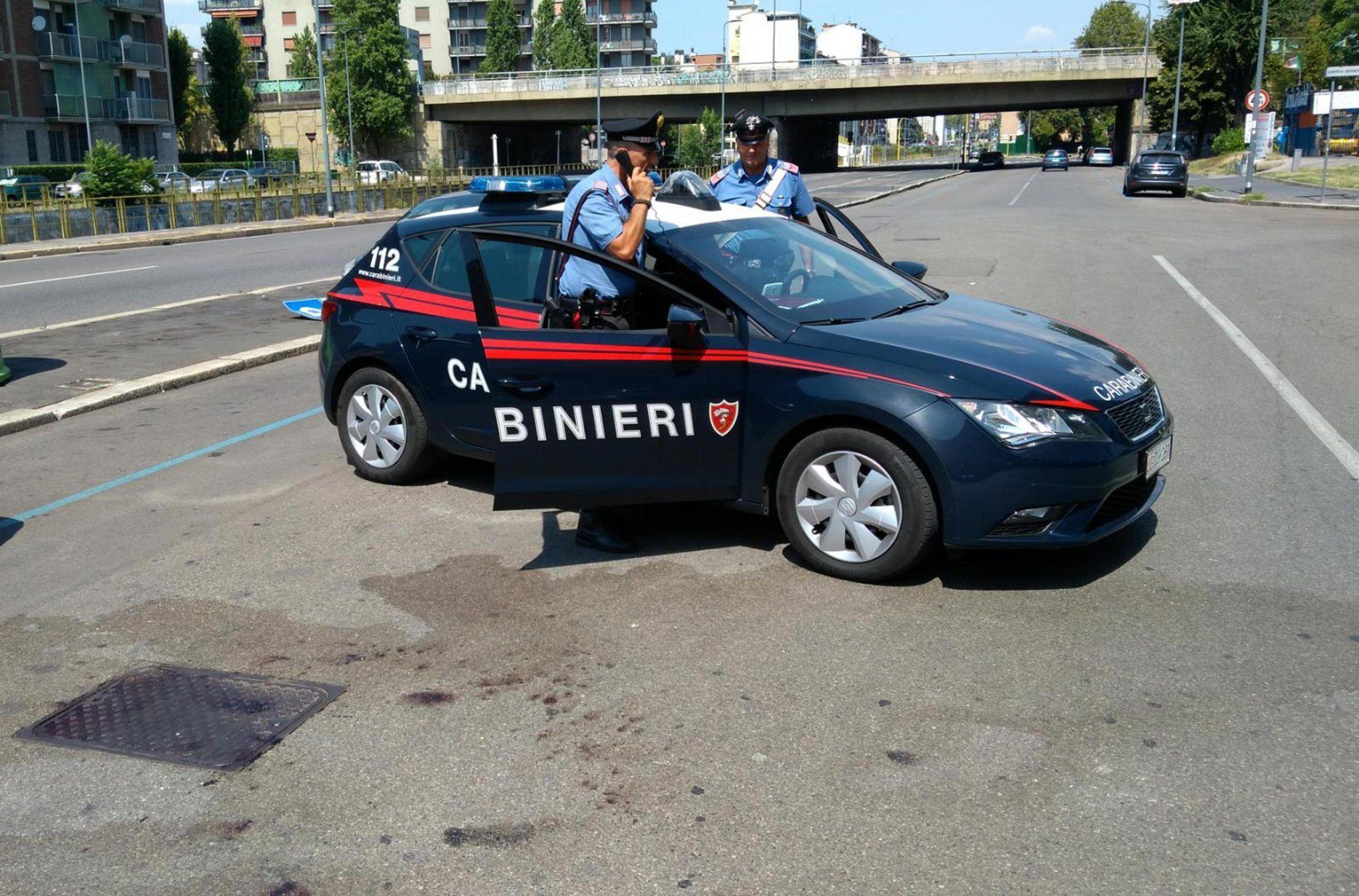 Follia a Milano:colpito in strada da vicino, gravissimo
