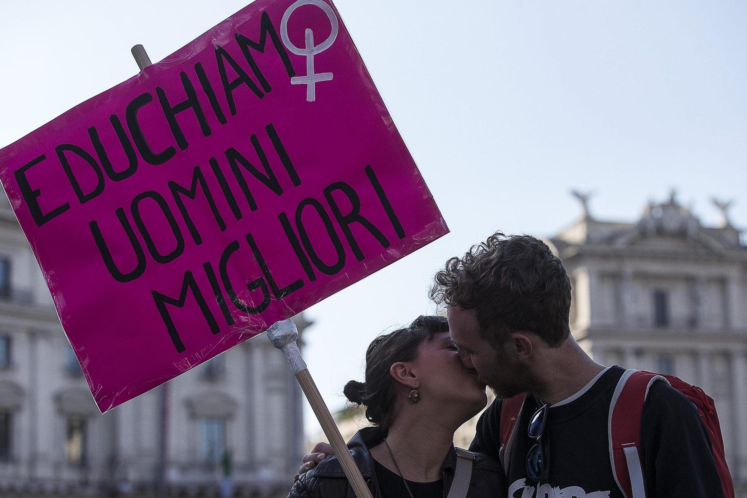 Cosa fare per evitare le aggressioni in strada: 16 consigli alle ragazze