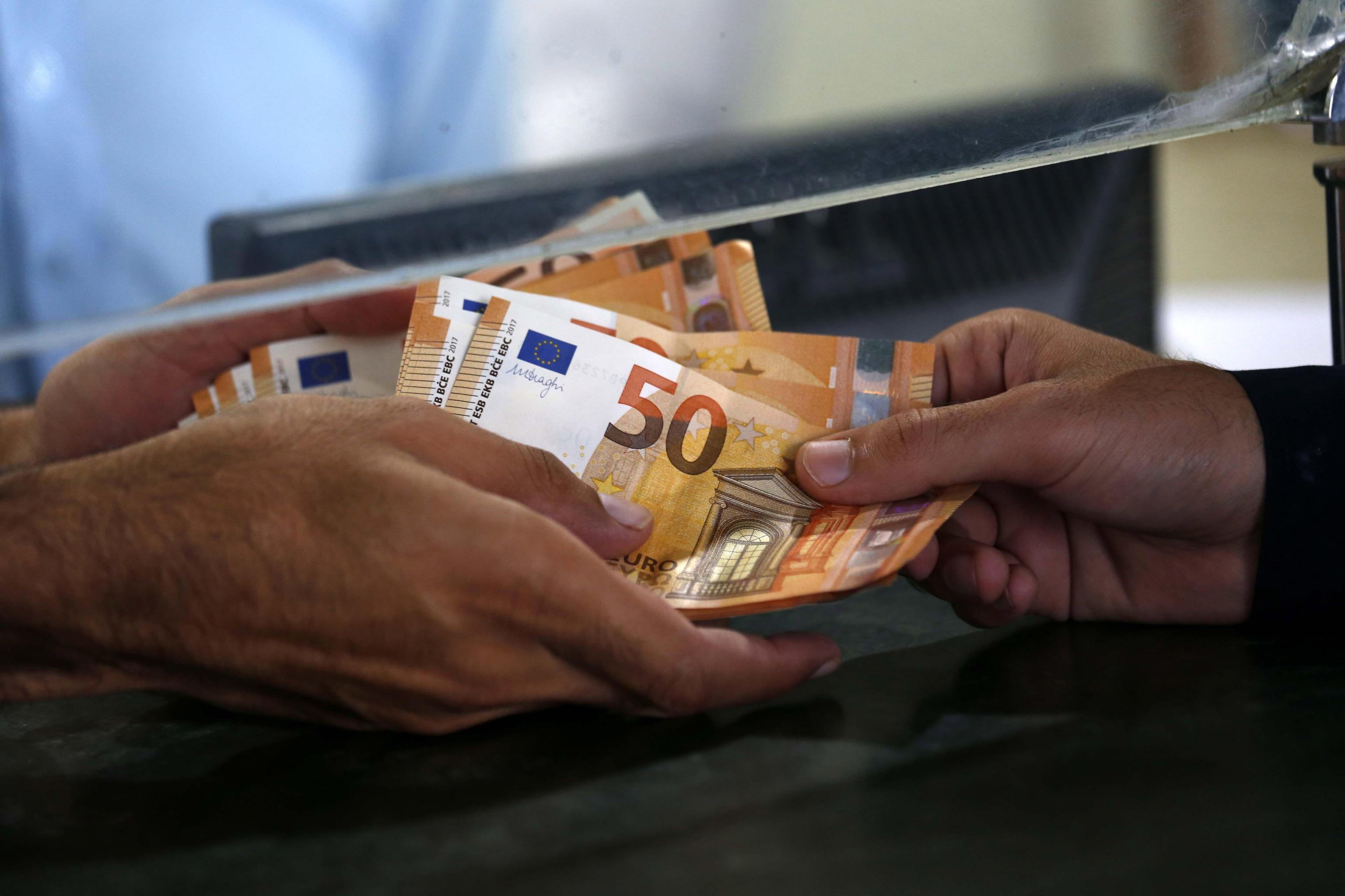 Italiani, popolo di risparmiatori: aumentano redditi e investimenti