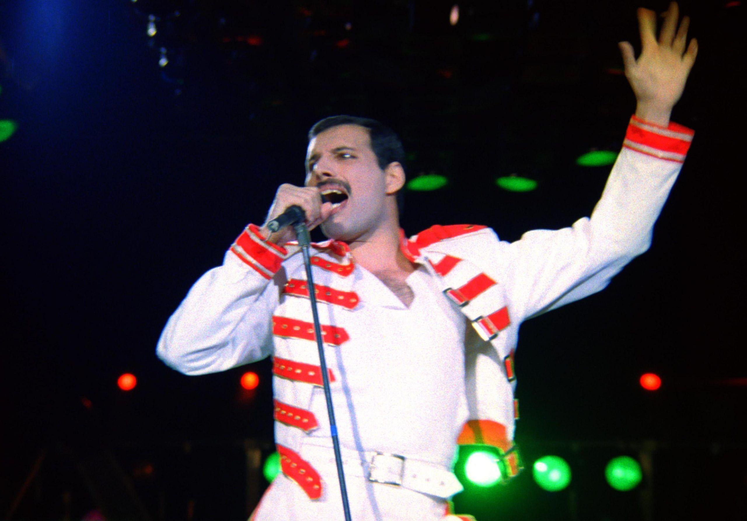 Film sui Queen: la prima foto di Rami Malek nei panni di Freddie Mercury