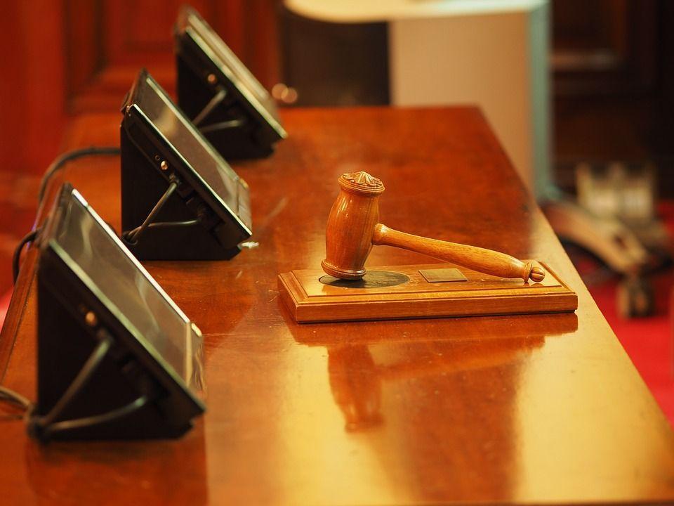 Sentenze favorevoli in cambio di soldi, ex giudice conferma in processo