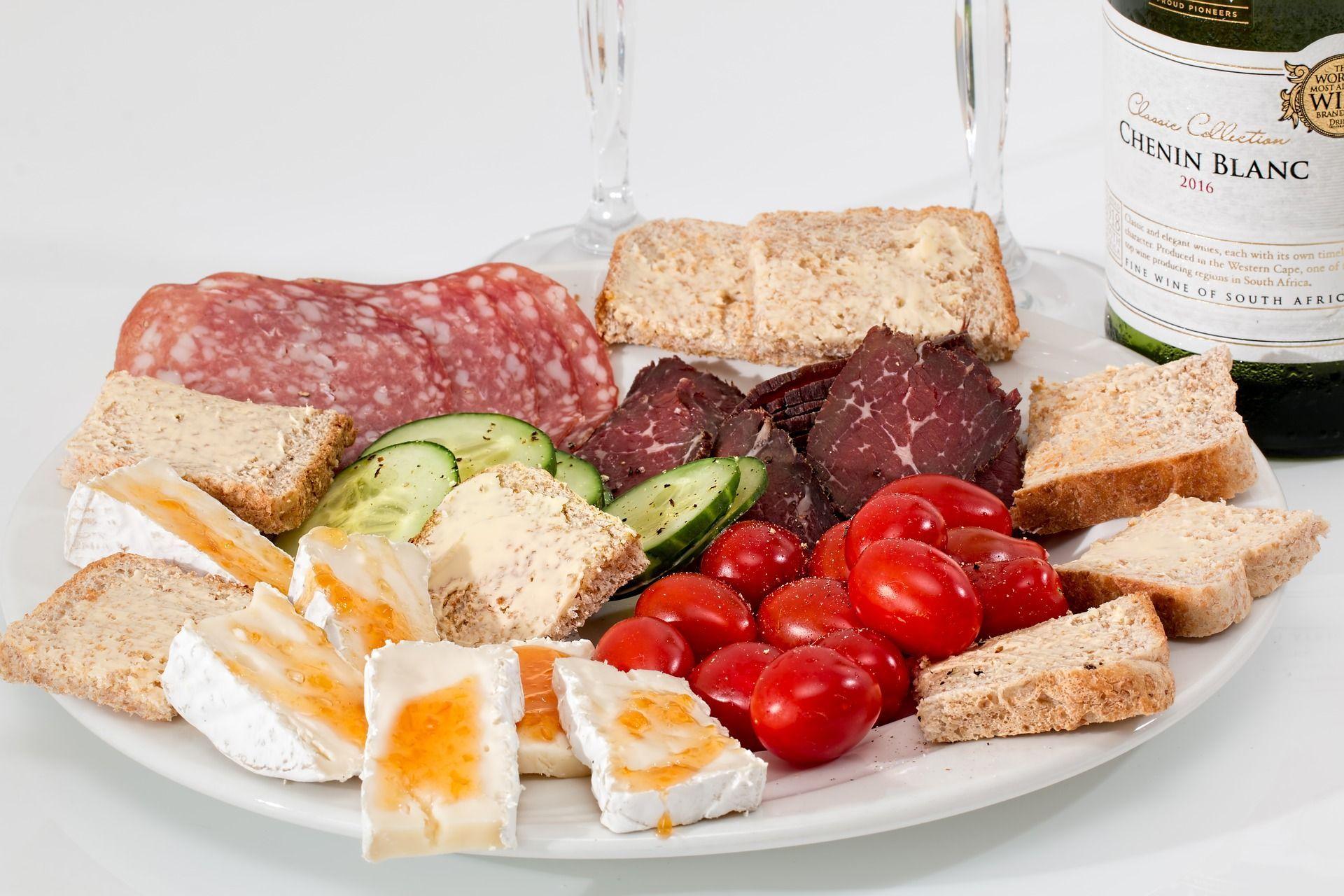 Grassi nella dieta aiutano a vivere meglio e più a lungo: meglio una bistecca di un pezzo di pane
