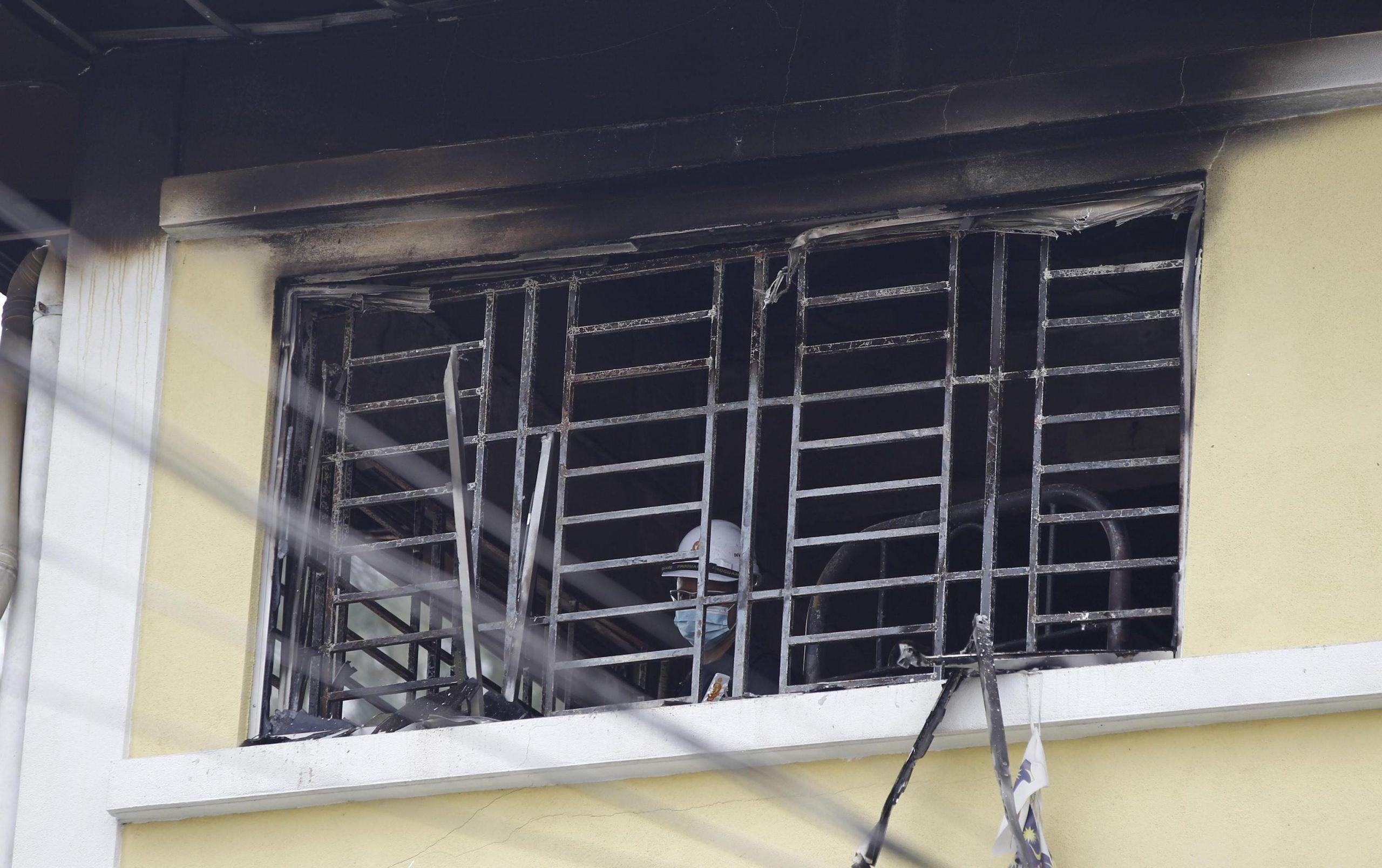 Malesia, strage di studenti nel rogo di un dormitorio scolastico: 24 morti
