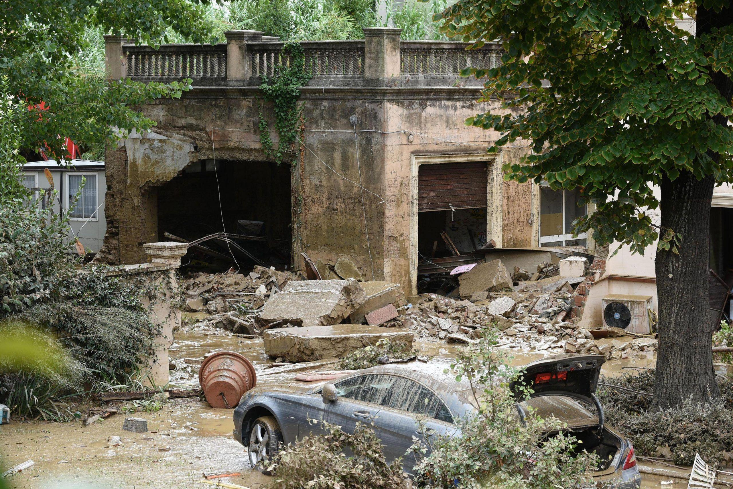 Maltempo a Livorno, trovato il corpo dell'ultimo disperso: 8 i morti accertati