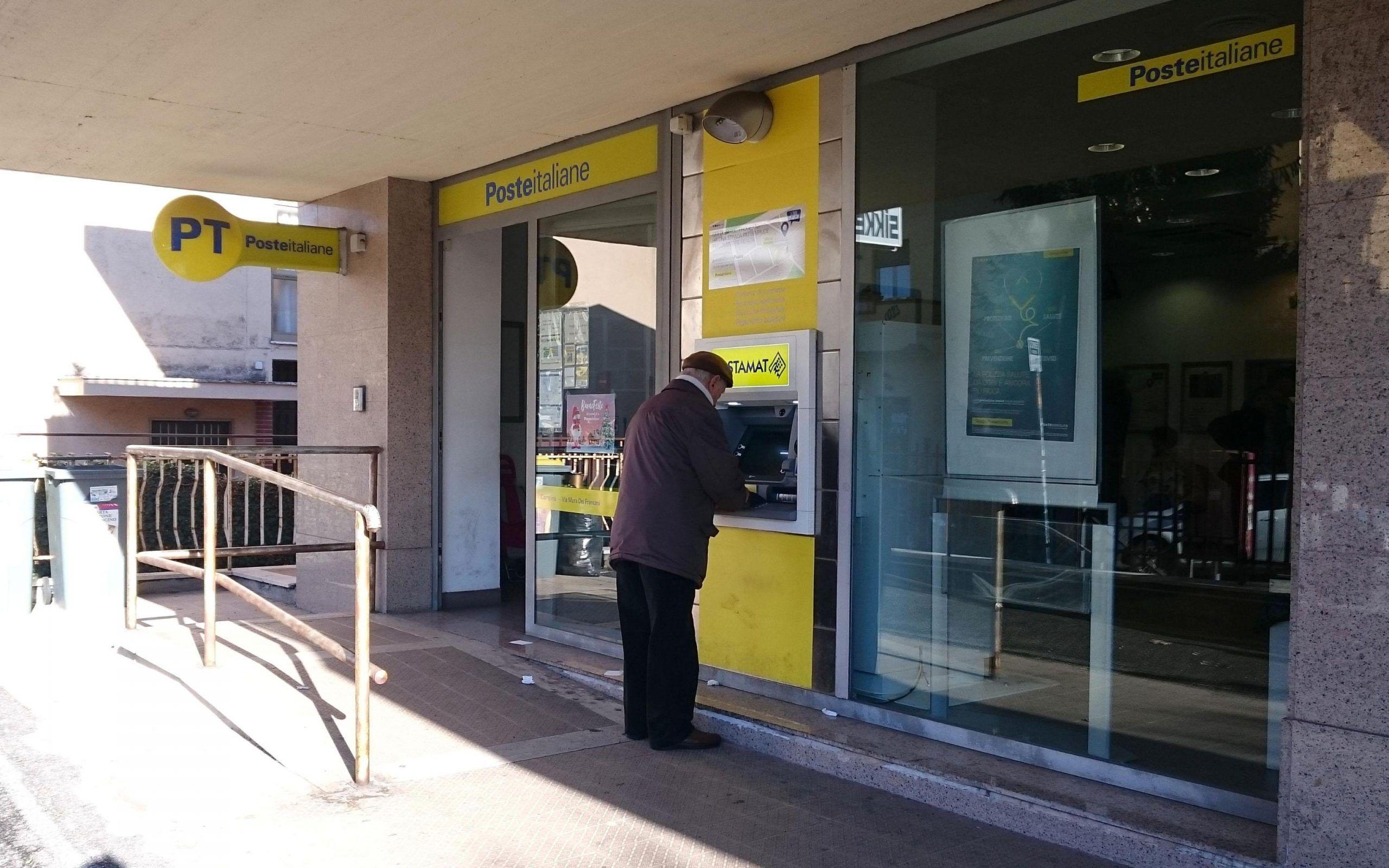 Roma, tenta di rapinare l'ufficio postale dopo aver fatto la fila come tutti