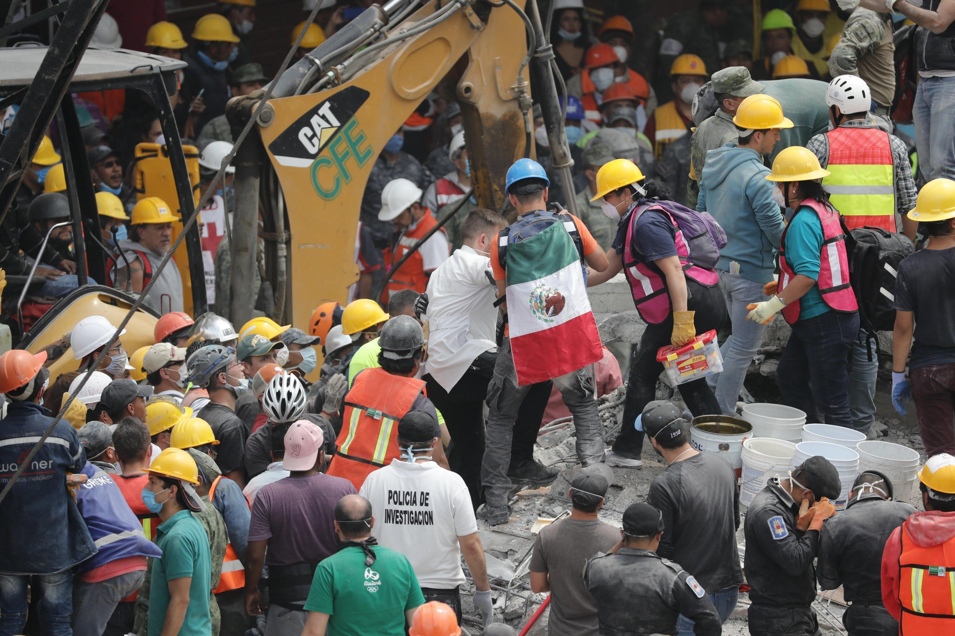 Frida Sofia, la bambina intrappolata sotto le macerie del terremoto in Messico non esiste