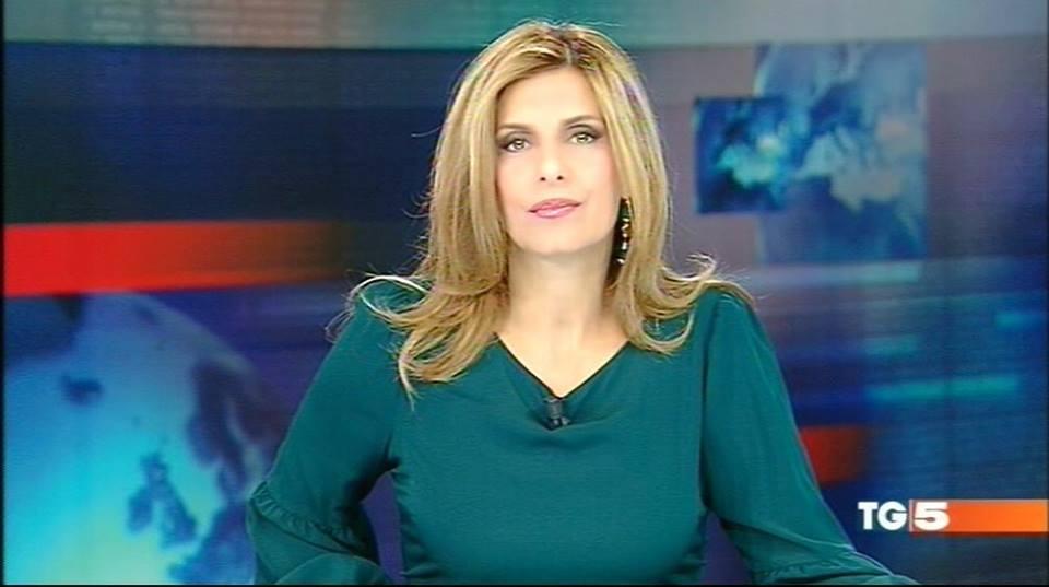 Gaffe al TG5, la conduttrice Cristina Bianchino confonde l'ospite con un professore deceduto
