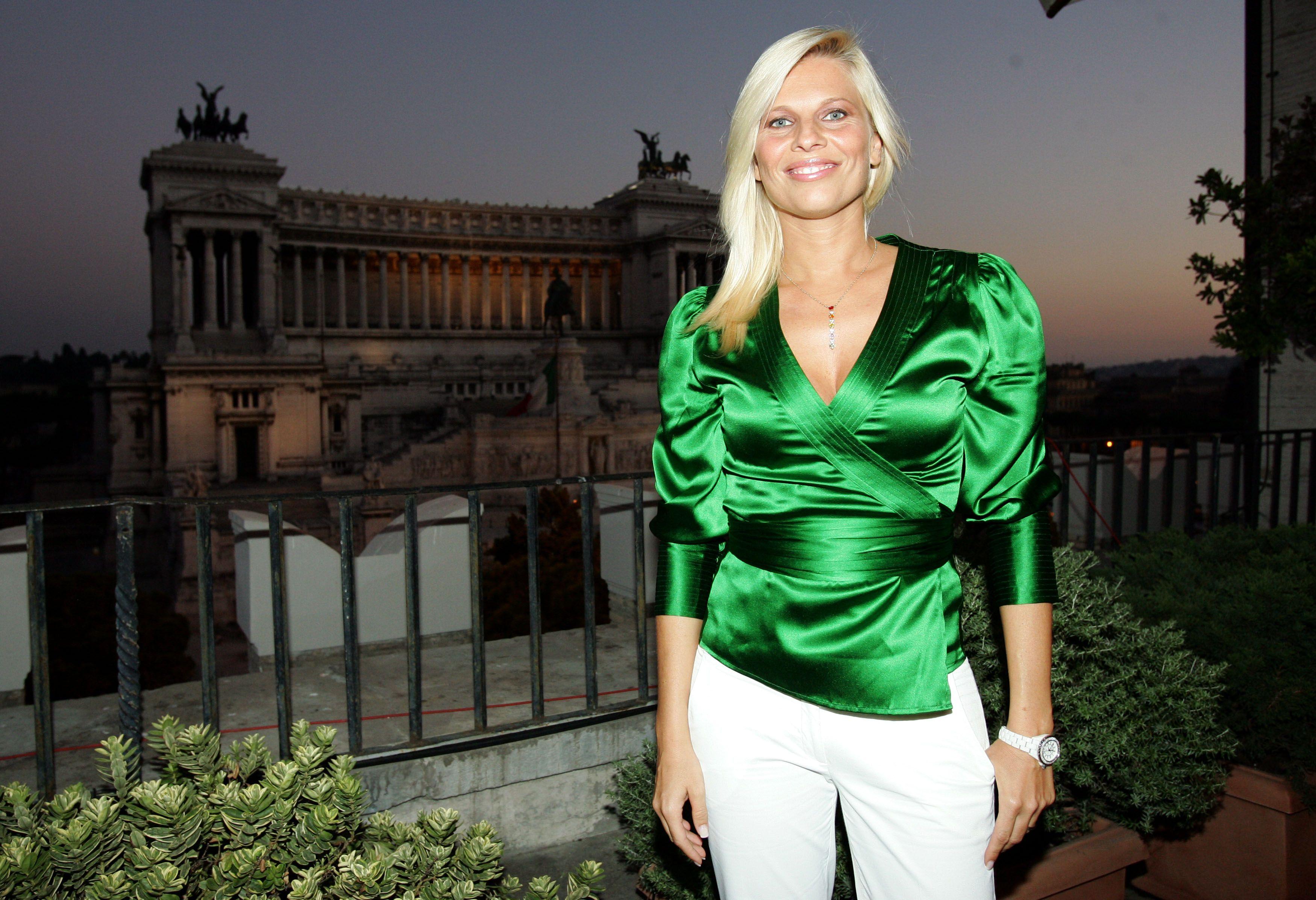 Laura Freddi mostra il pancione: la showgirl e Leonardo D'Amico al settimo cielo
