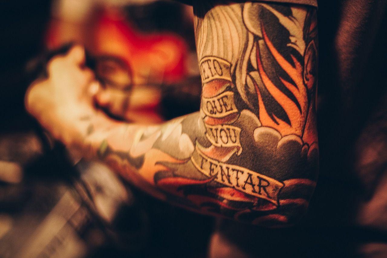 Ritirato pigmento per tatuaggi: rischio contaminazione da batteri e muffe