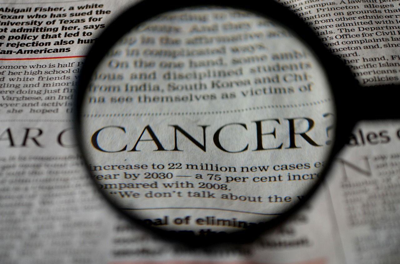 Tumore alla pelle, i nei pericolosi e le immagini del melanoma: come riconoscerlo?