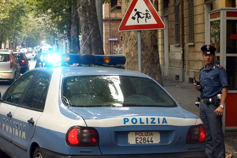 Genova, violenta donna mentre il fidanzato preleva al bancomat: arrestato marocchino clandestino