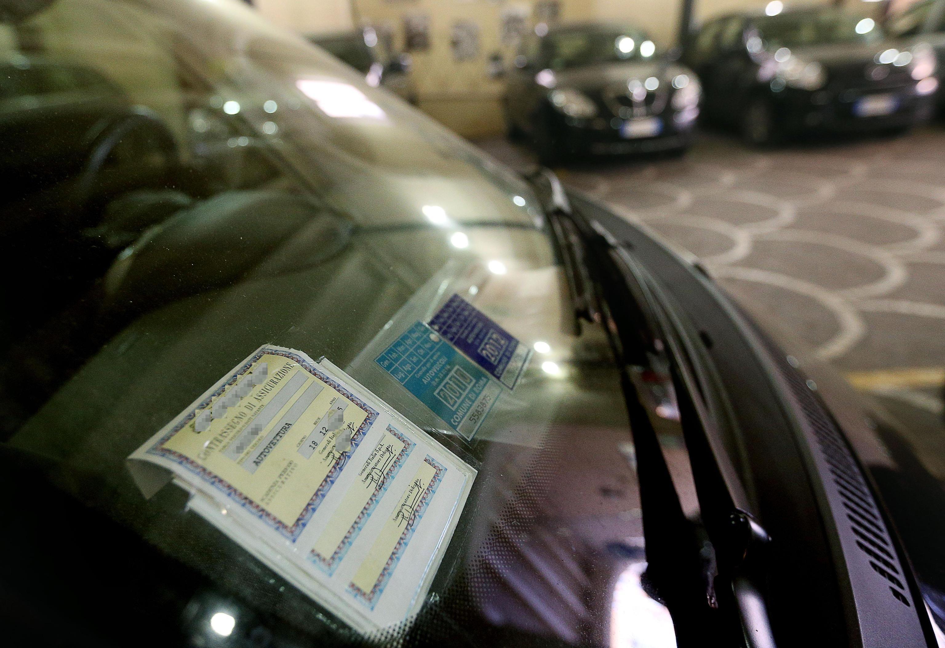 Polizze auto contraffatte online, ecco i siti da cui stare alla larga