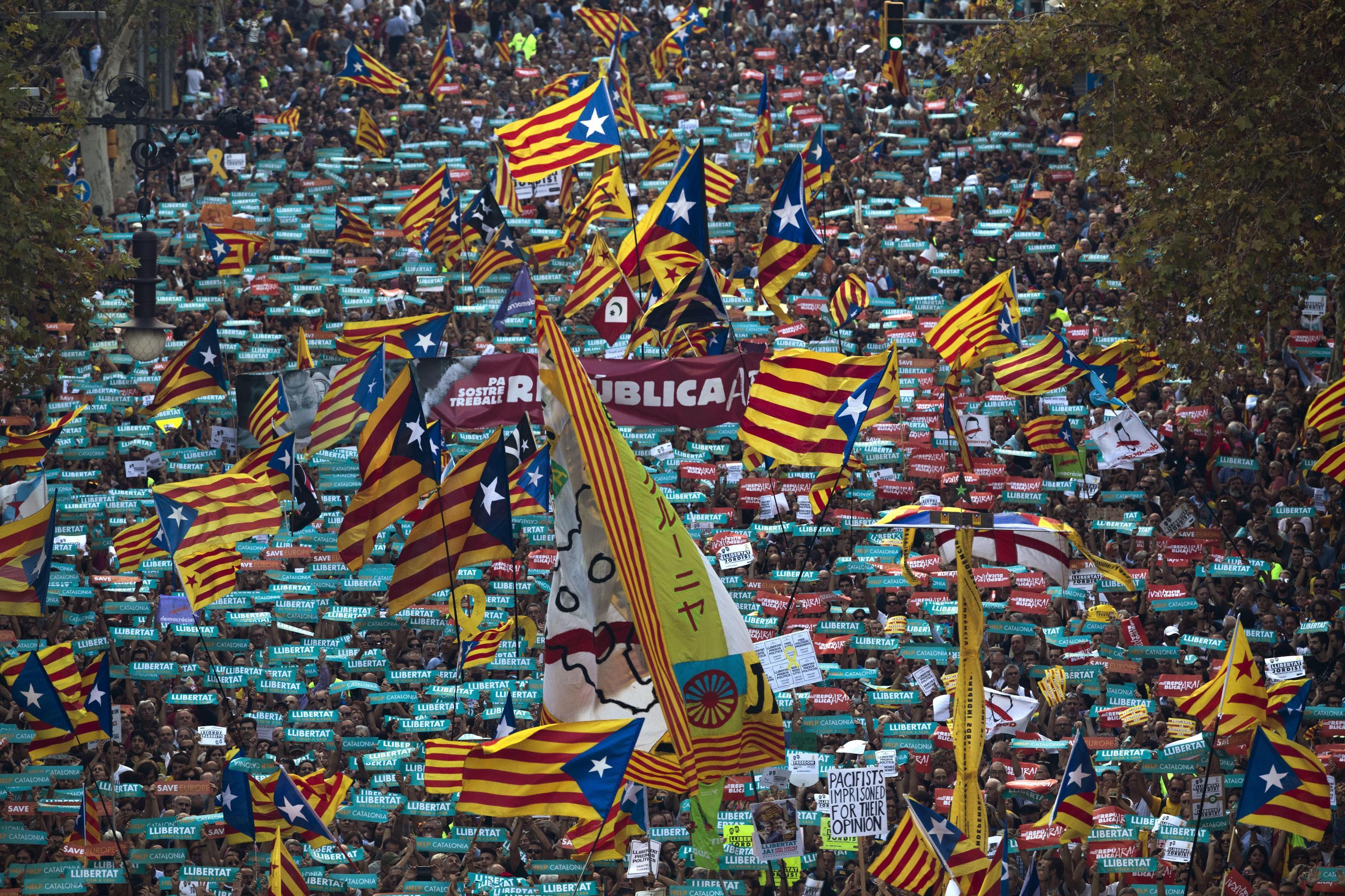 Indipendenza Catalogna, Madrid applica l'articolo 155: attesa la risposta del governo catalano