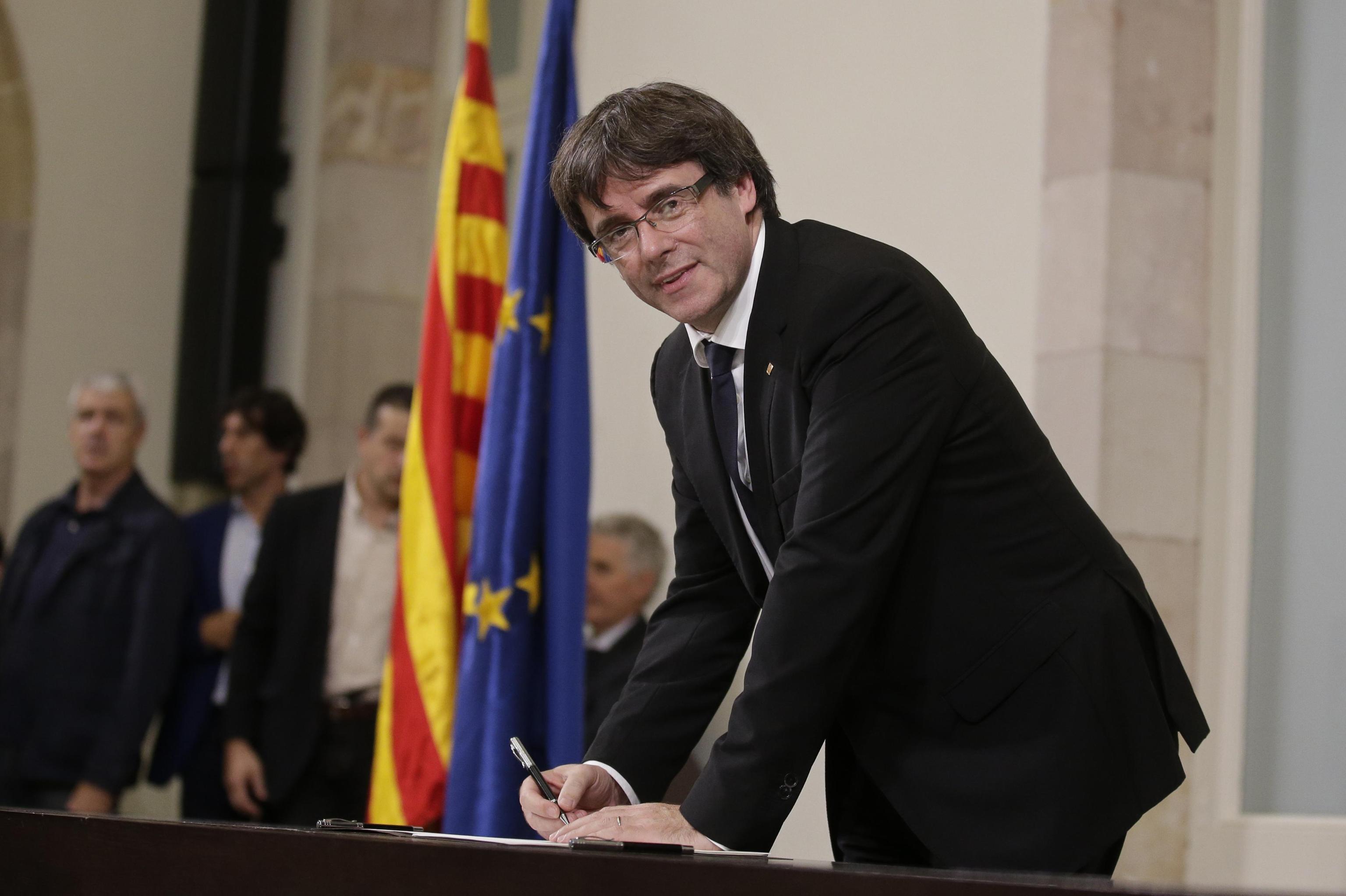 ++ Catalogna: Pudgemont firma dichiarazione indipendenza ++
