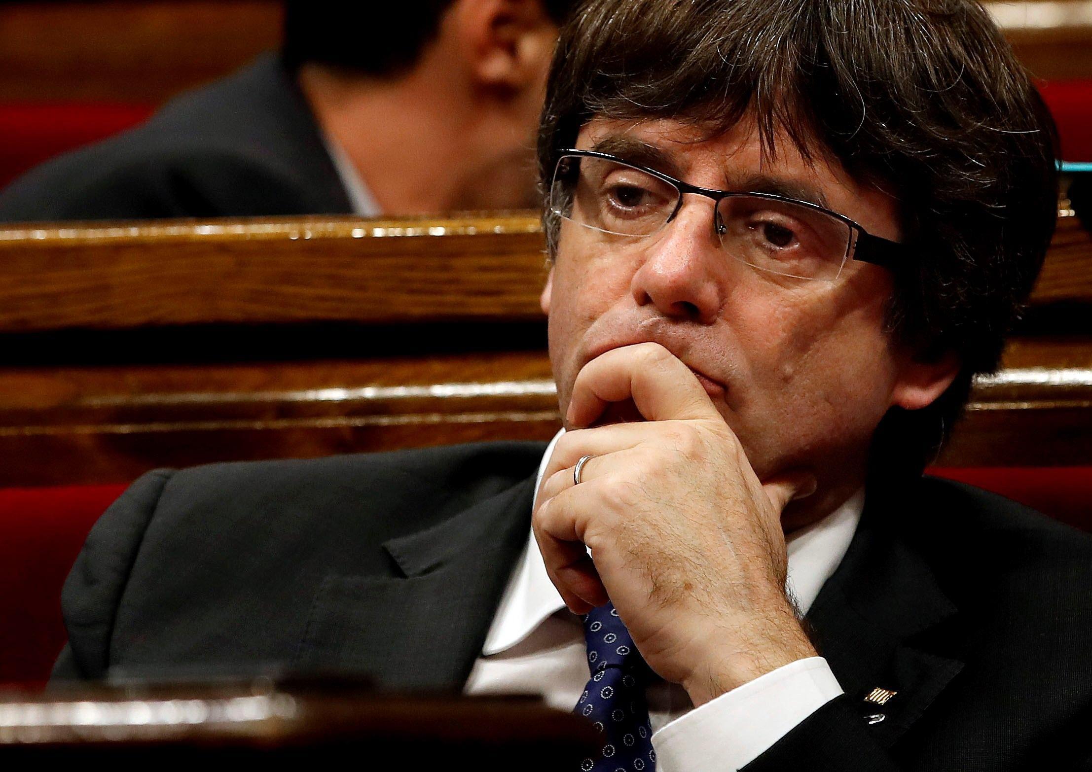 Catalogna, Puigdemont accusato di ribellione scappa in Belgio: cosa rischiano gli indipendentisti catalani