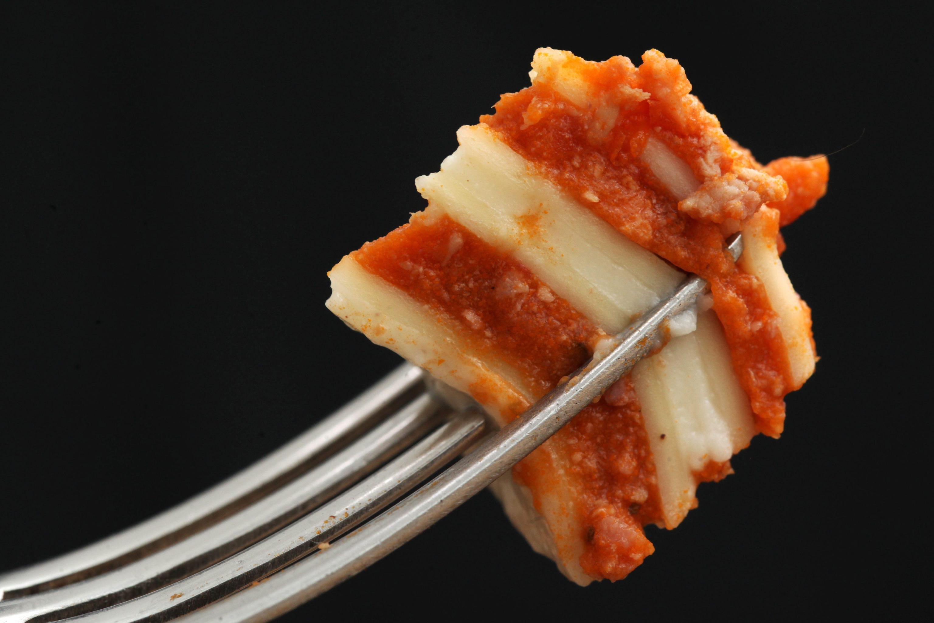 Italiani a tavola: amano la tradizione e nel menù scelgono lasagne e pollo arrosto