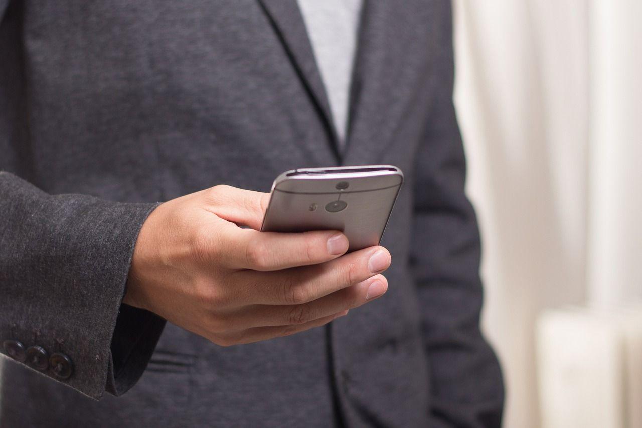 Bugie nei messaggi, ecco come scoprirle: attenzione ai testi troppo lunghi