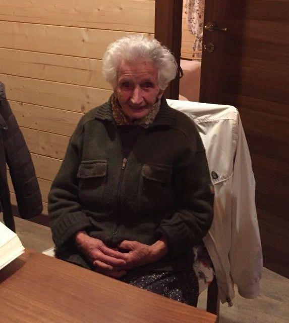 La storia di Nonna Peppina, sfrattata dalla sua casetta di legno dopo il terremoto