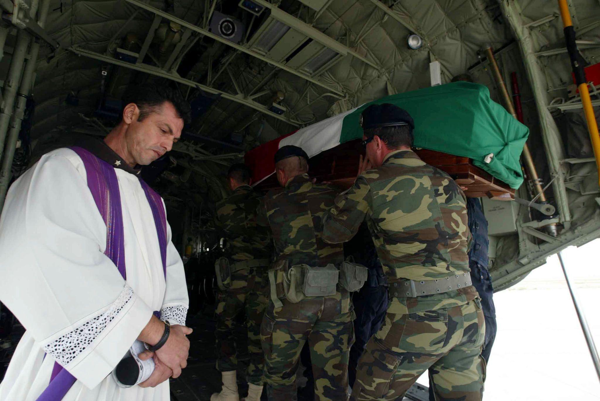 IRAQ: DECOLLA AEREO, LE VITTIME VERSO CASA
