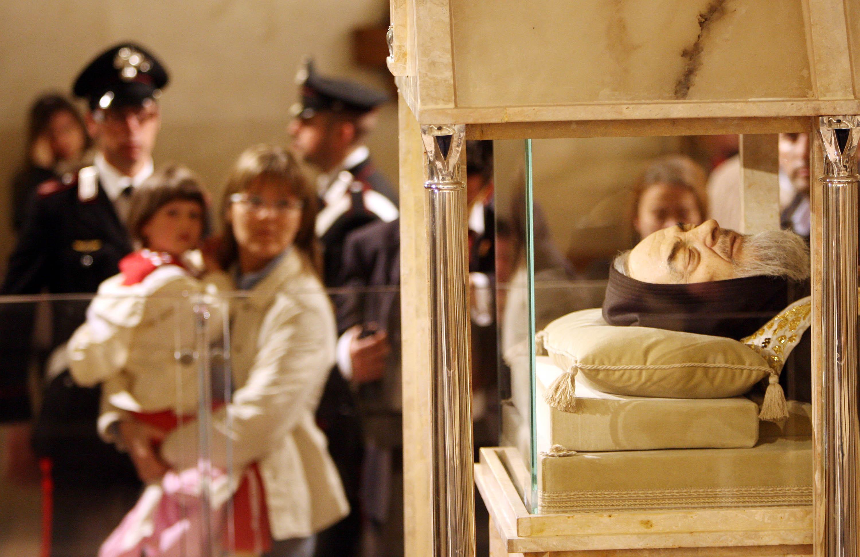 Padre Pio, il corpo del santo sarà spostato in un'altra chiesa di San Giovanni Rotondo